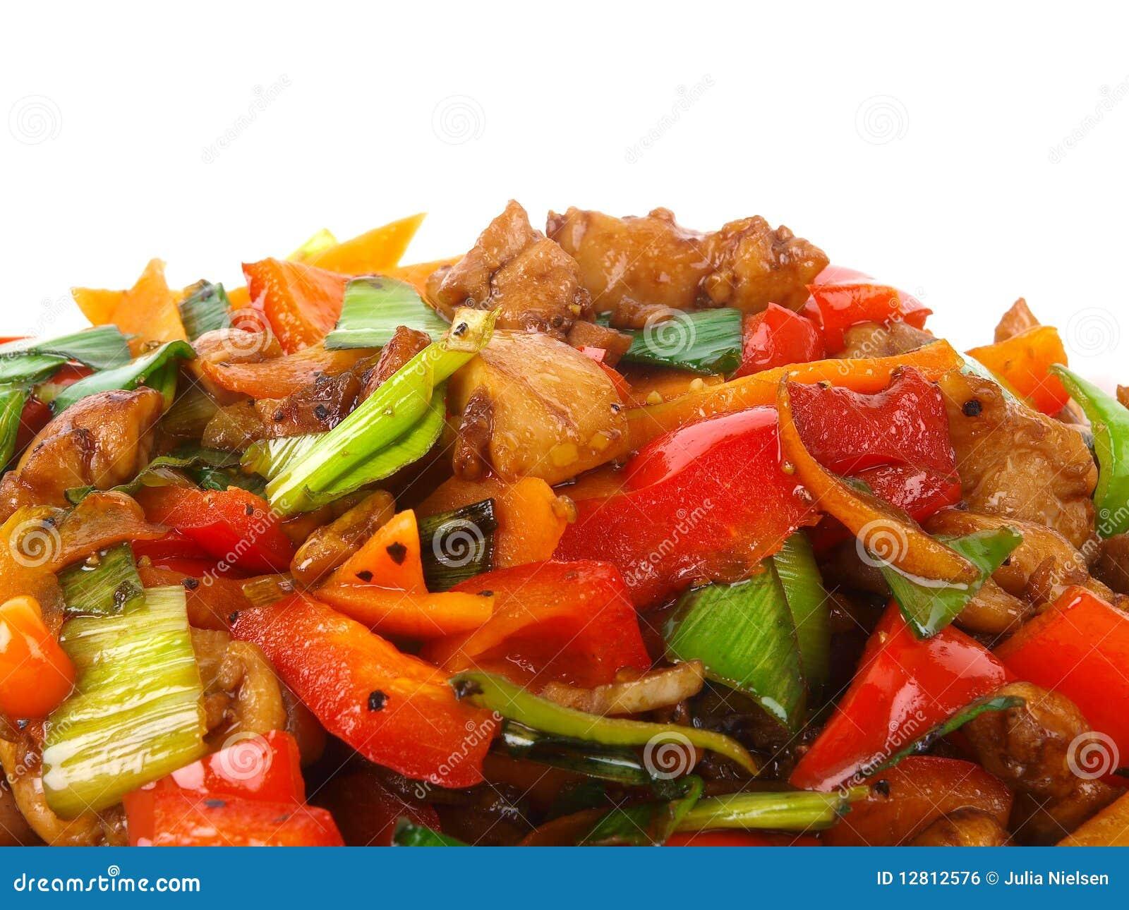 Galinha fritada chinesa com vegetais.