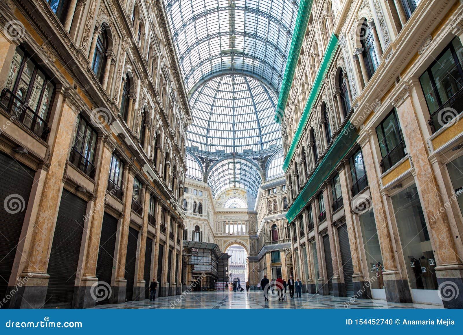 Galleria Umberto I een openbare het winkelen galerij in Napels