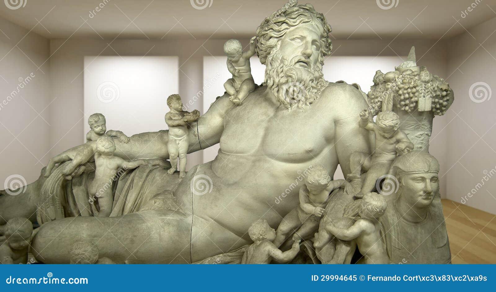Zeus, galleria vuota, stanza 3d con lo sculture greco, statua antica