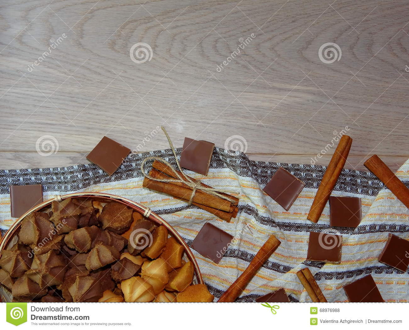 Galletas con el chocolate y el canela