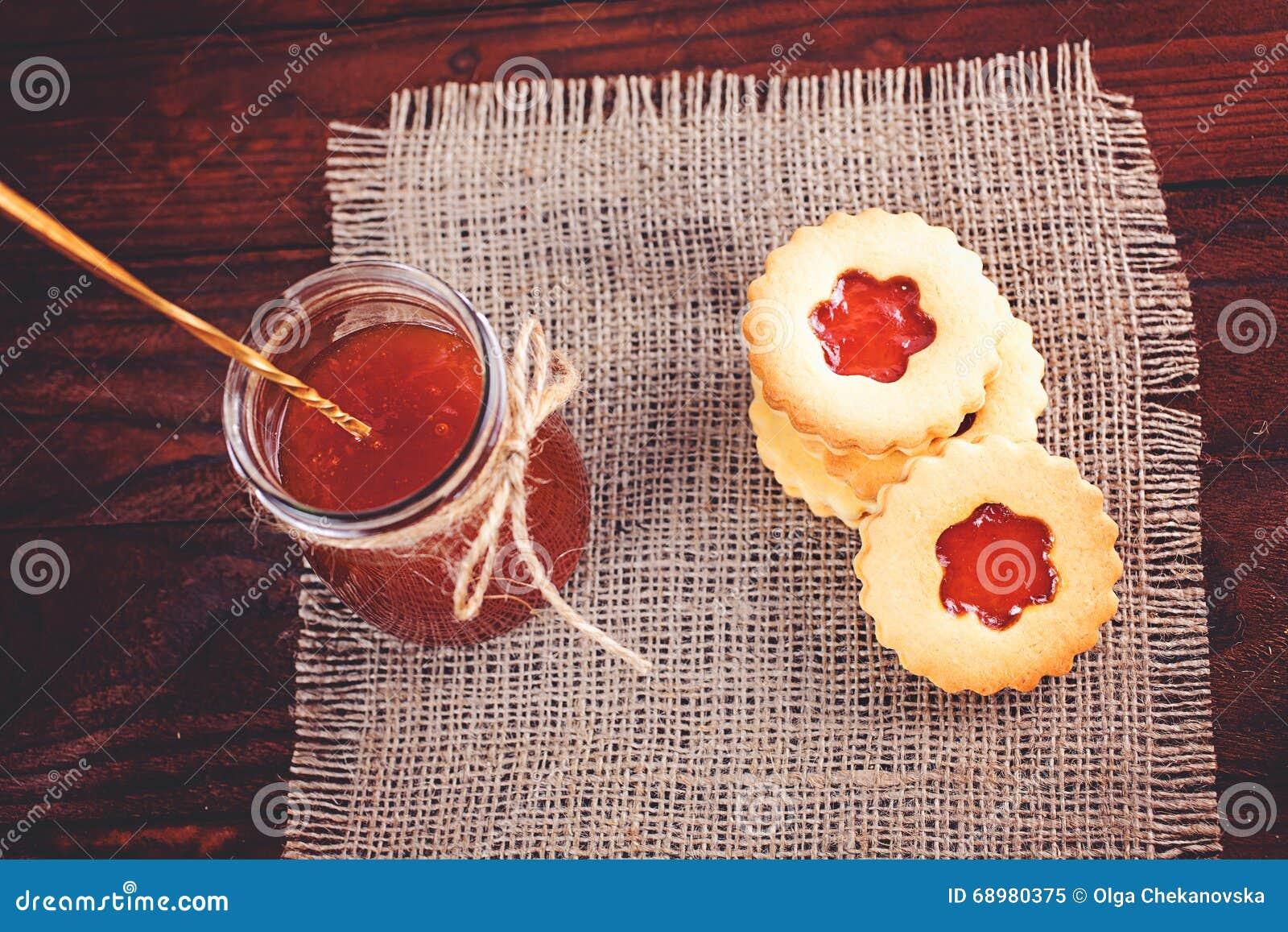 Galletas de azúcar de la mantequilla formadas como las flores