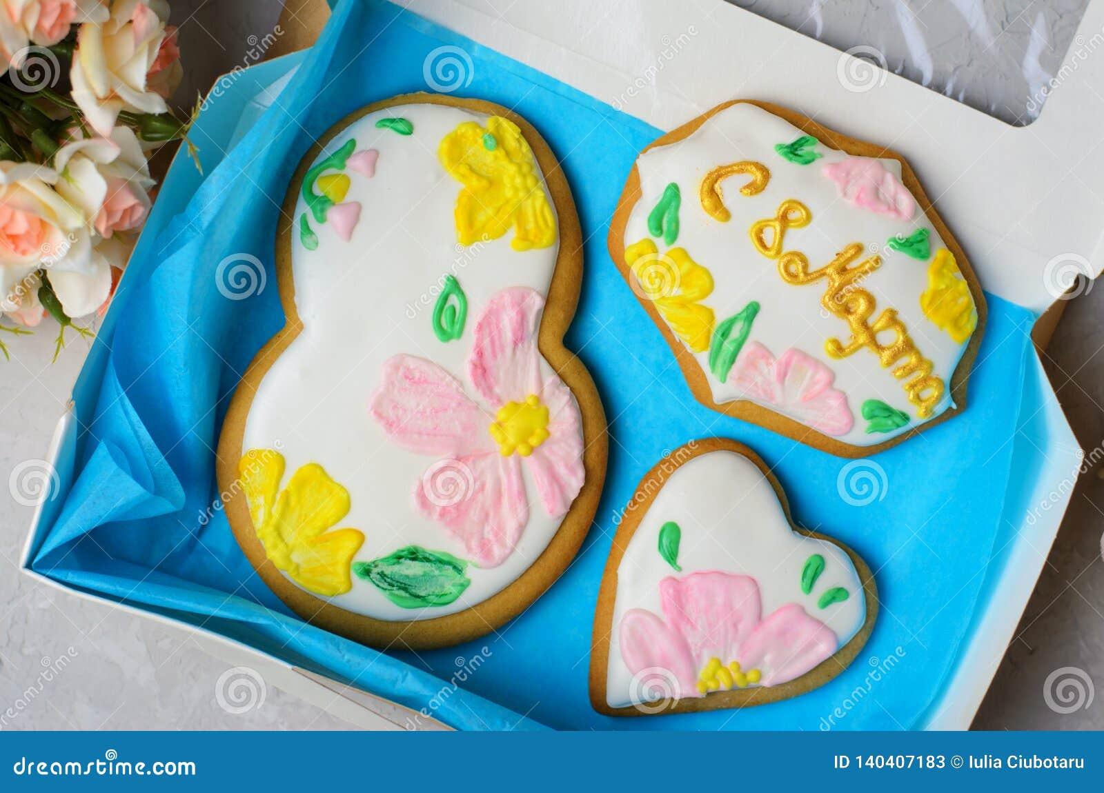 Galletas del pan de jengibre para el 8 de marzo, el día de las mujeres, galletas hechas a mano con Sugar Icing