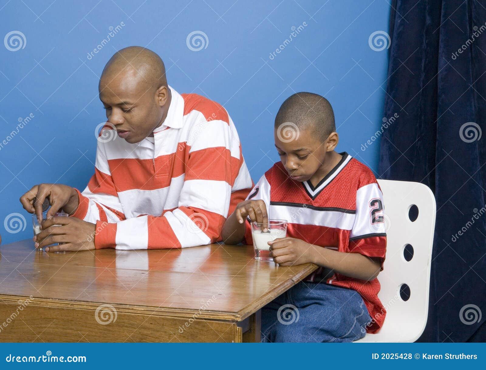Galletas dunking del padre y del hijo