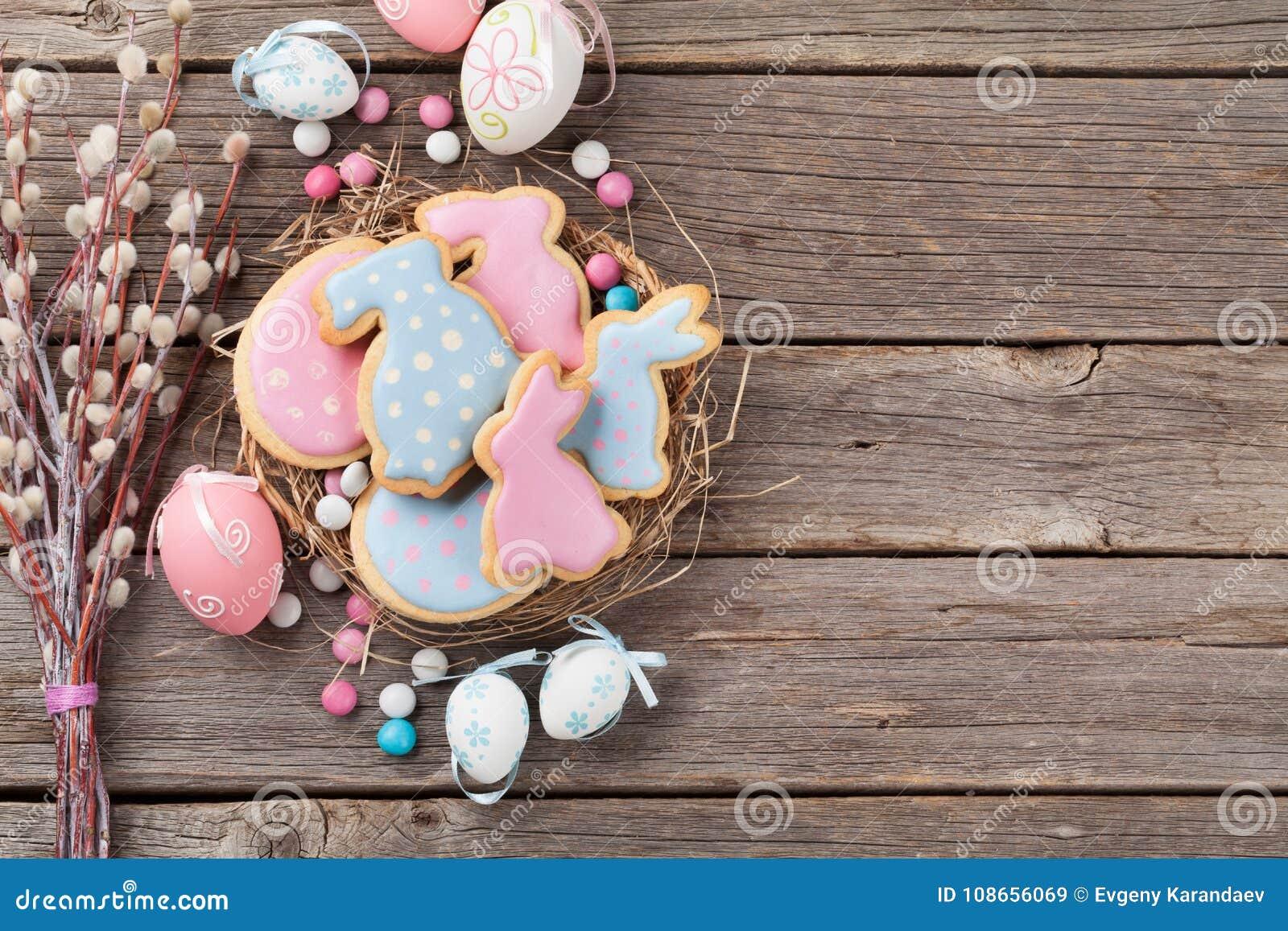 Galletas y huevos del pan de jengibre de Pascua