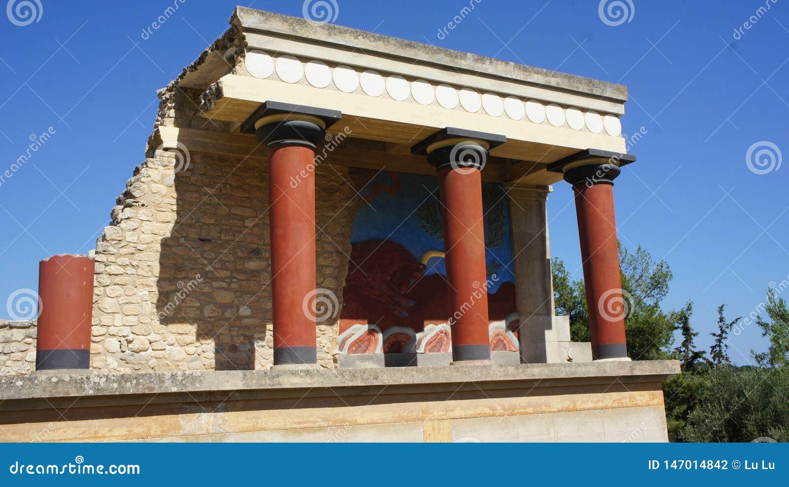 Galope do aurochs da reconstituição das colunas da Creta do touro do rei Minos Cnossos do palácio