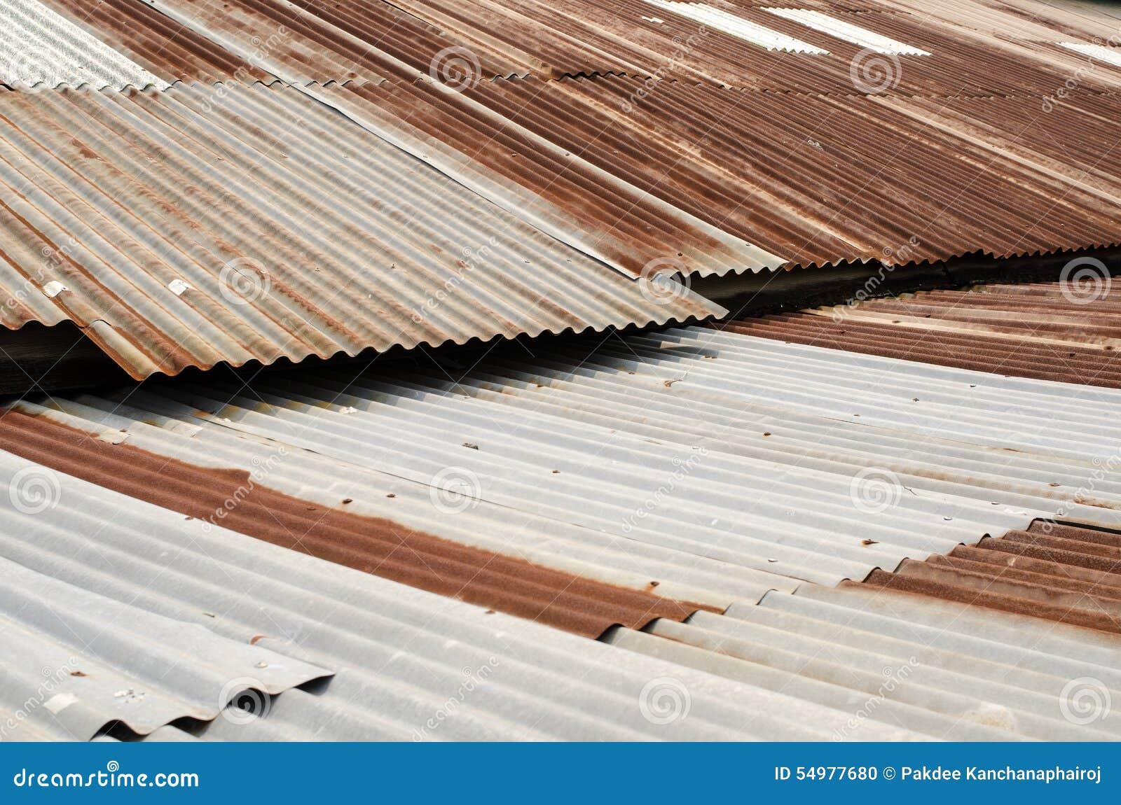 Galvaniserat tak, rostigt som är horisontal