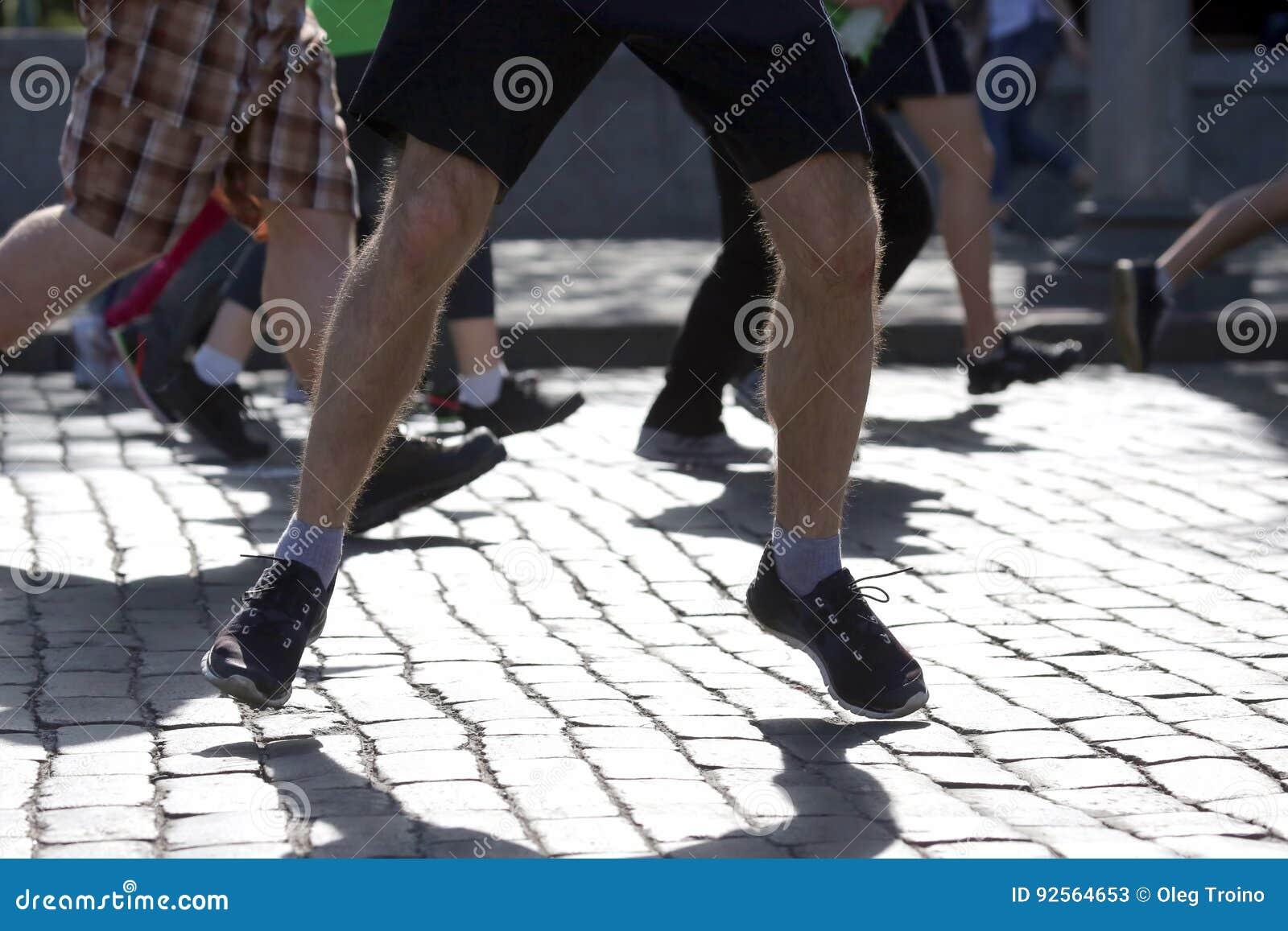 Gambe che eseguono gli atleti sul corso