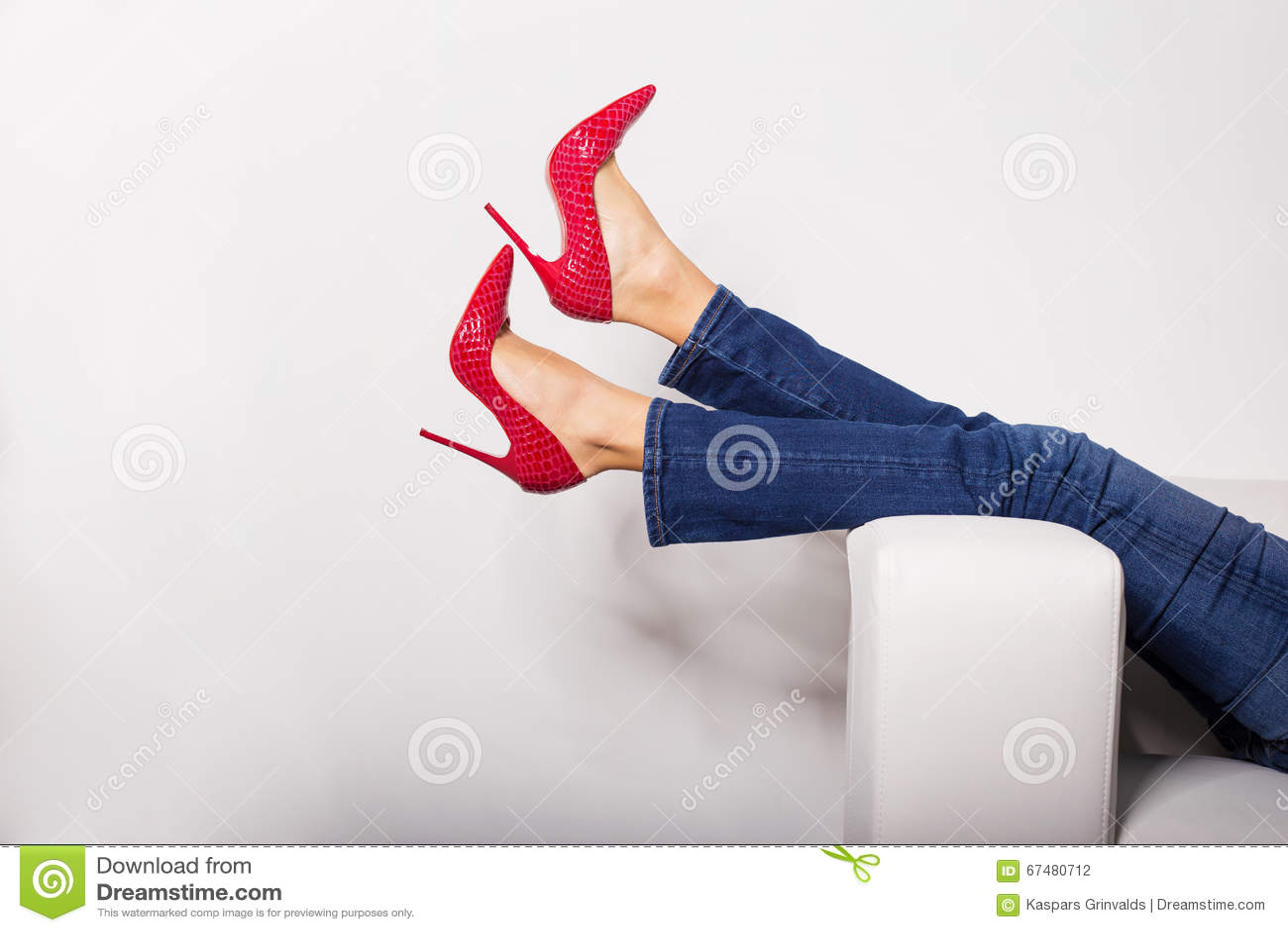 jeans e tacchi rossi