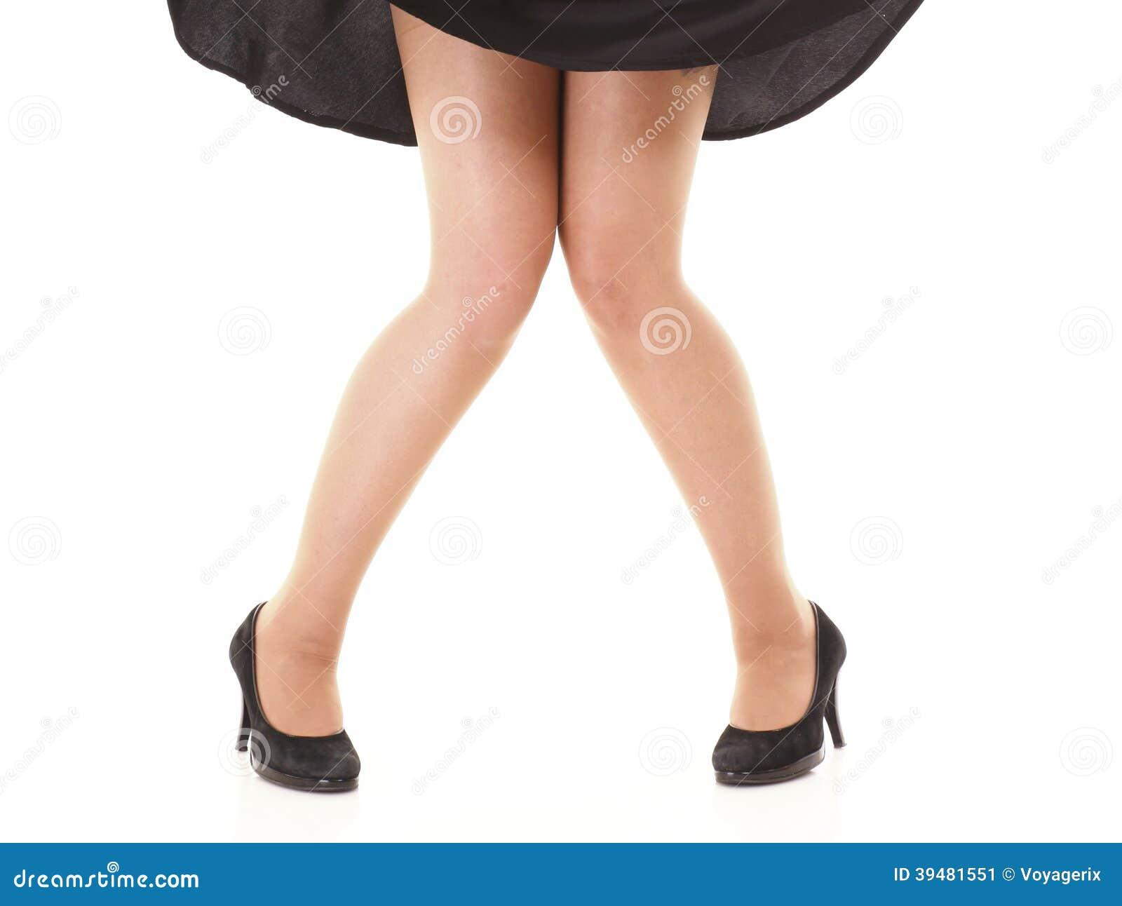 Gambe femminili sexy in gonna nera e tacchi alti isolati for Modo 10 prezzi