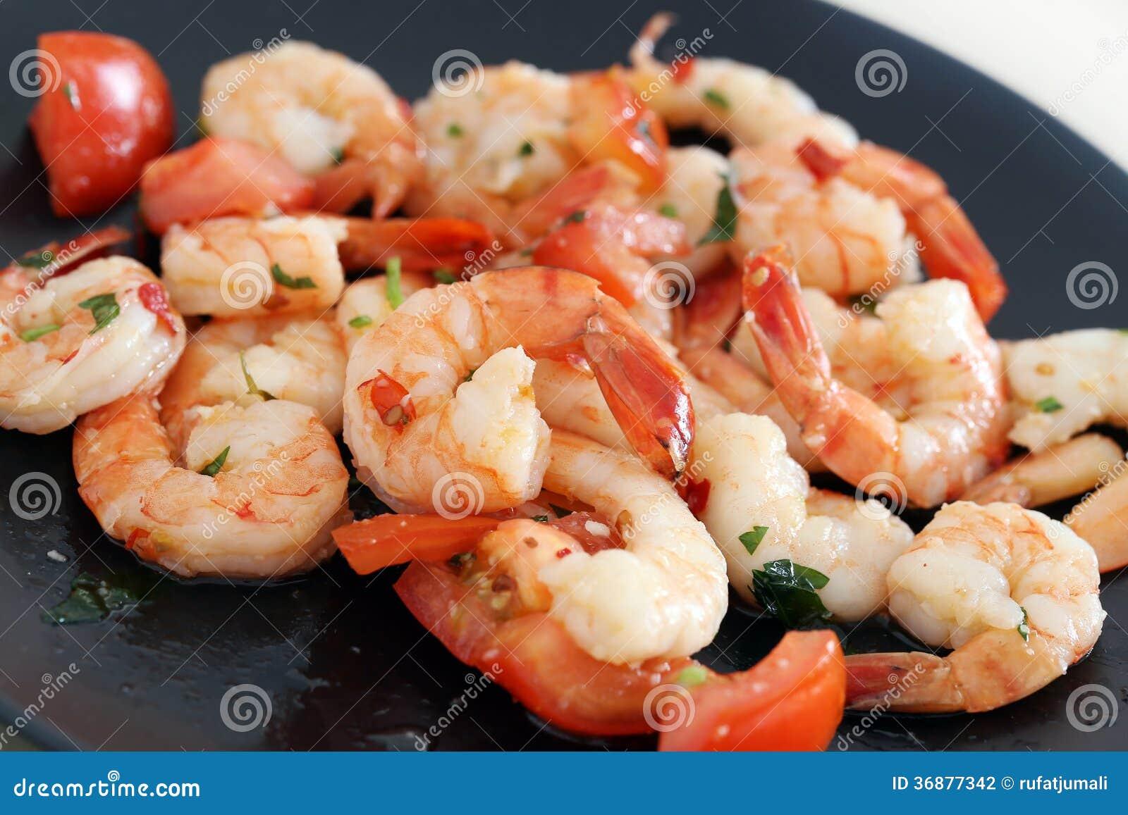 Download Gamberetti. Mucchio Dei Gamberetti Sul Piatto Fotografia Stock - Immagine di squisitezza, cucinato: 36877342