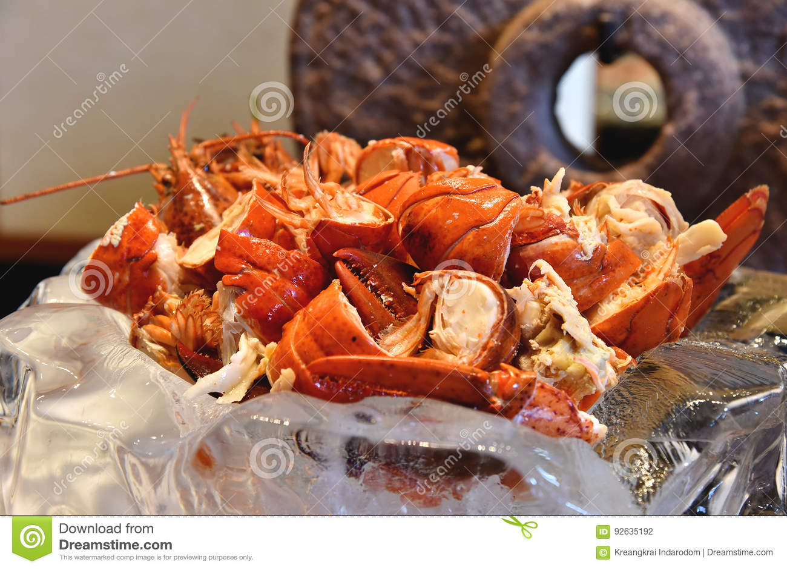 Gamberetto rosso cucinato dell aragosta con il burro di erba fuso