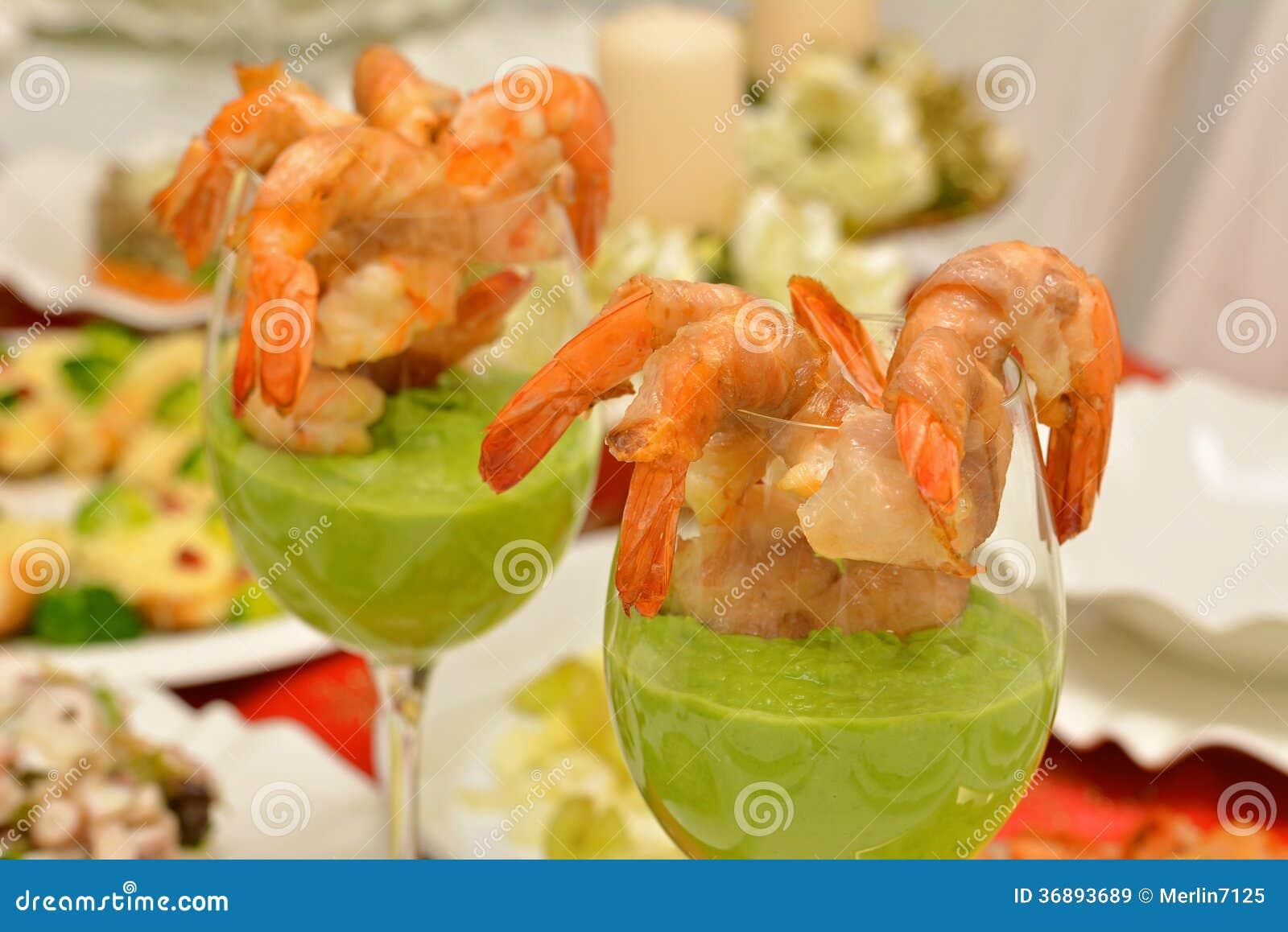 Download Gamberetto In Un Vetro Con La Salsa Del Pisello Immagine Stock - Immagine di luminoso, prosciutto: 36893689