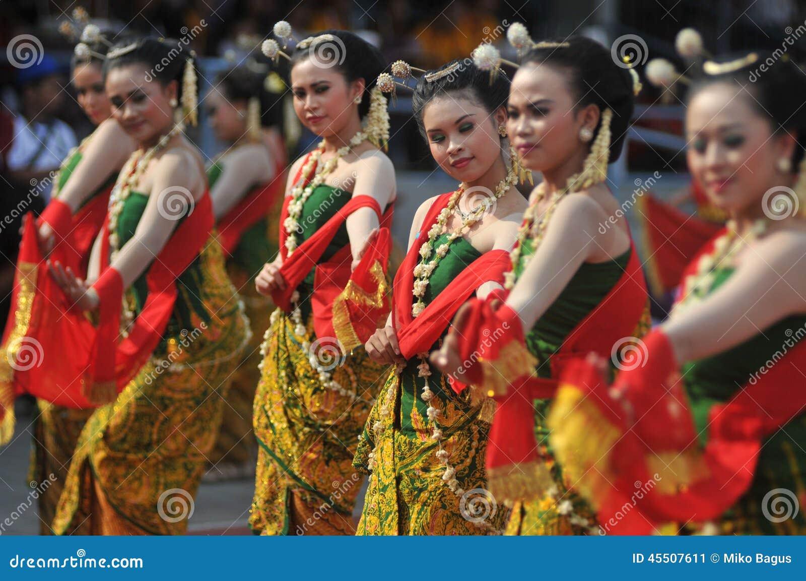 Gambyong tradycyjny Jawajski taniec