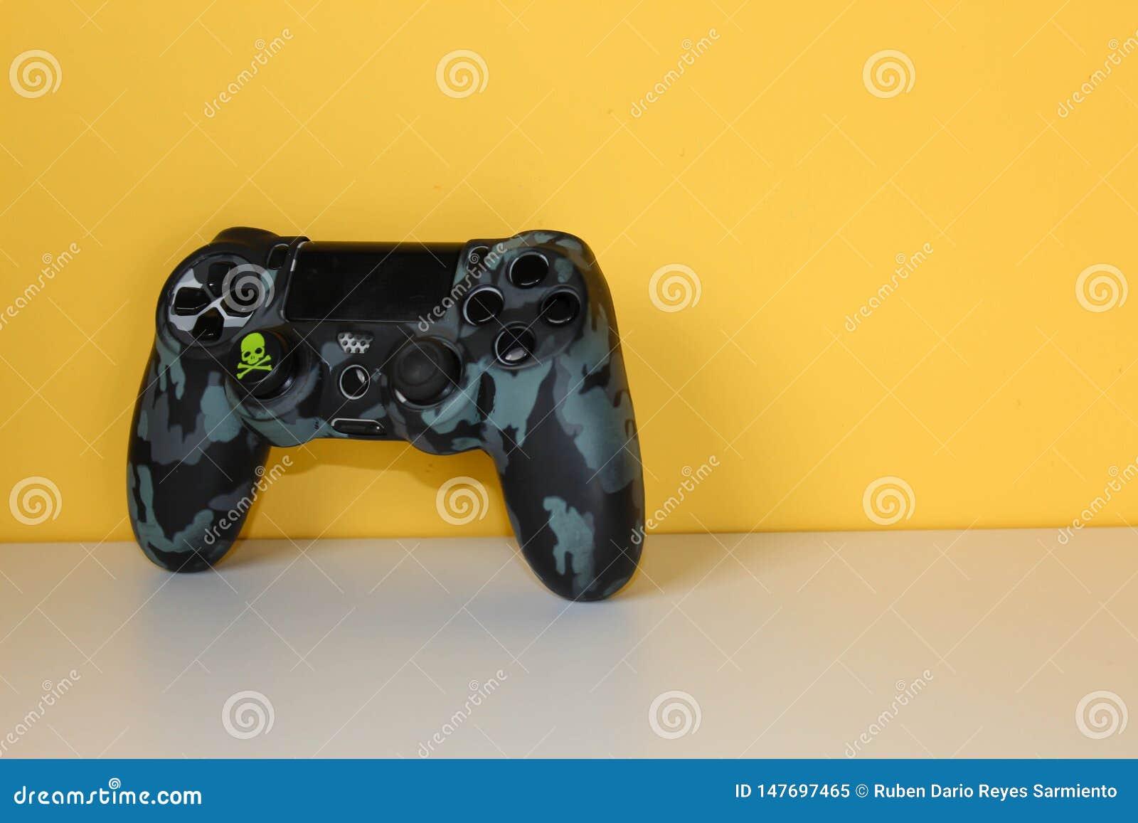 Gamecontroller mit Kopfh?rerspiel-Hintergrundgelb