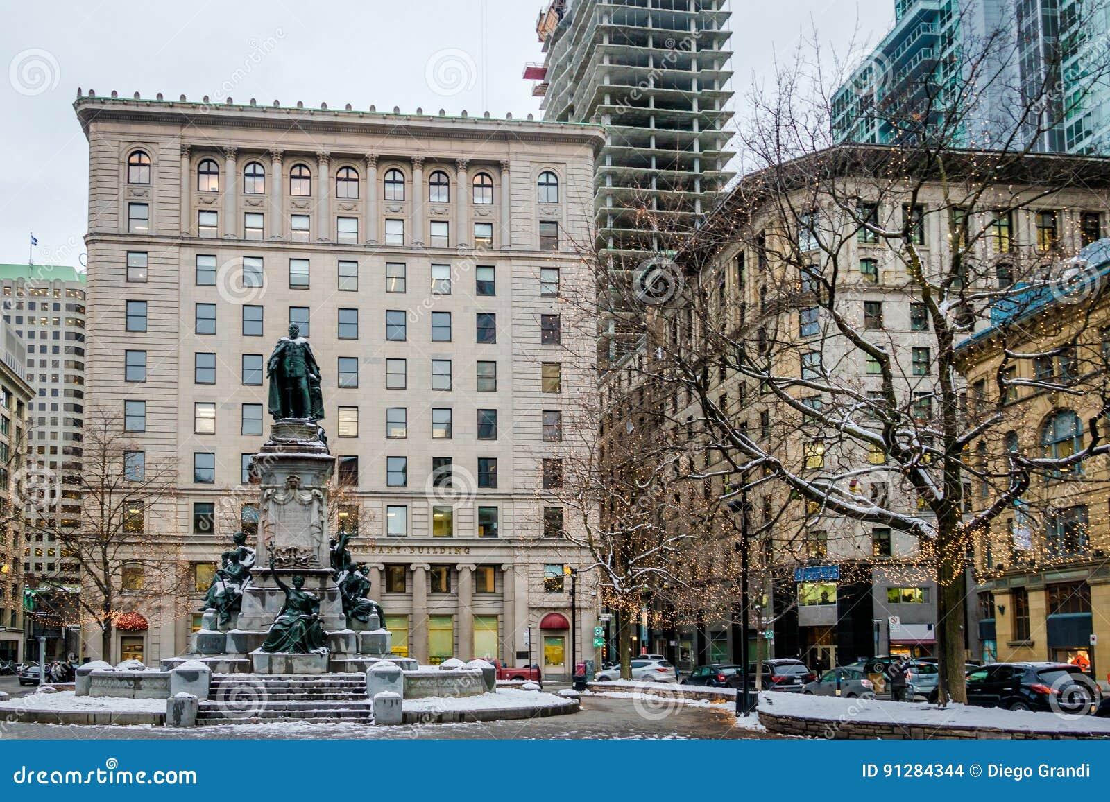 Gamla byggnader i centrum med snö - Montreal, Quebec, Kanada
