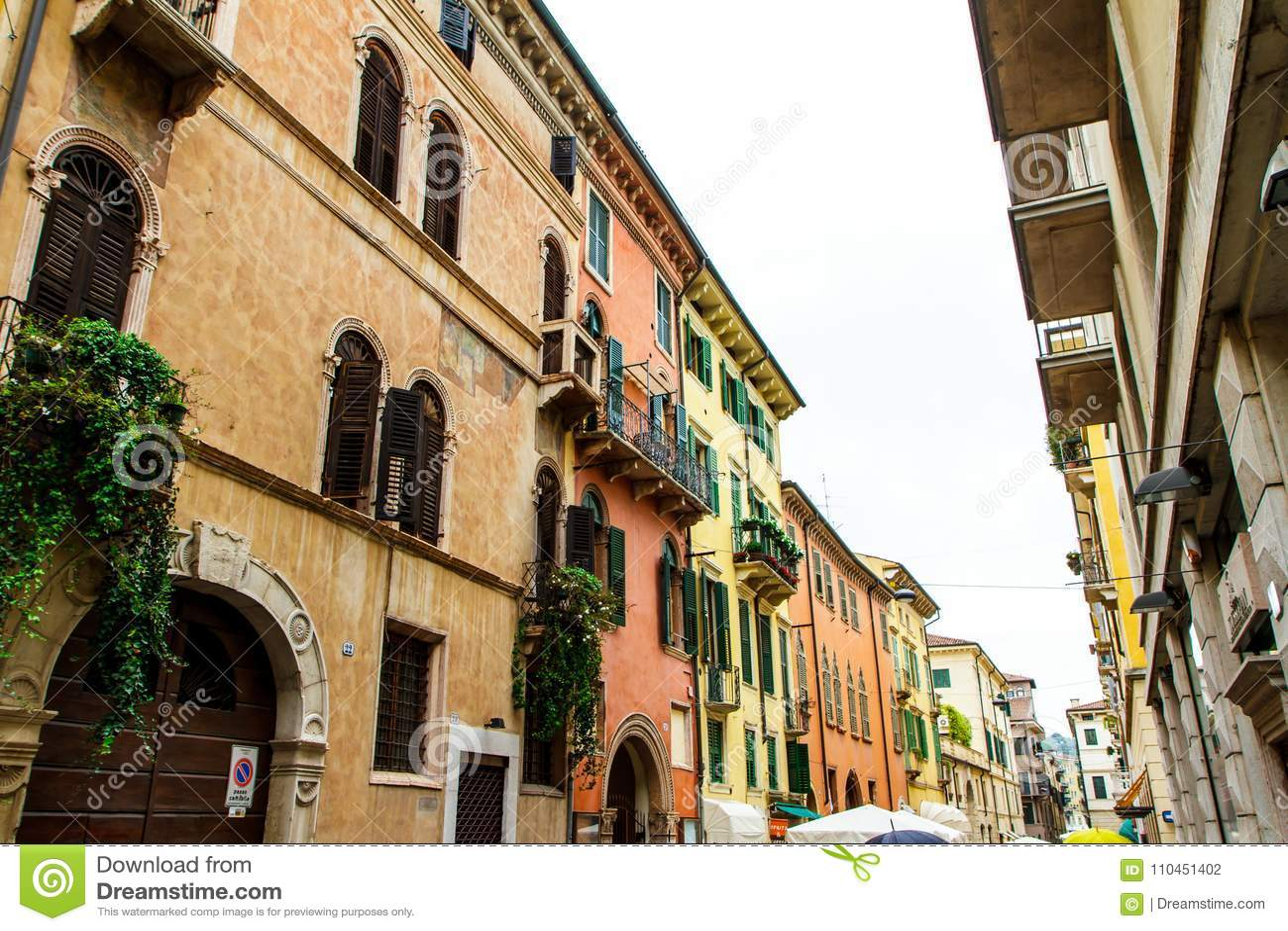 Gamla hus i Verona Italien närbild 07 05,2017