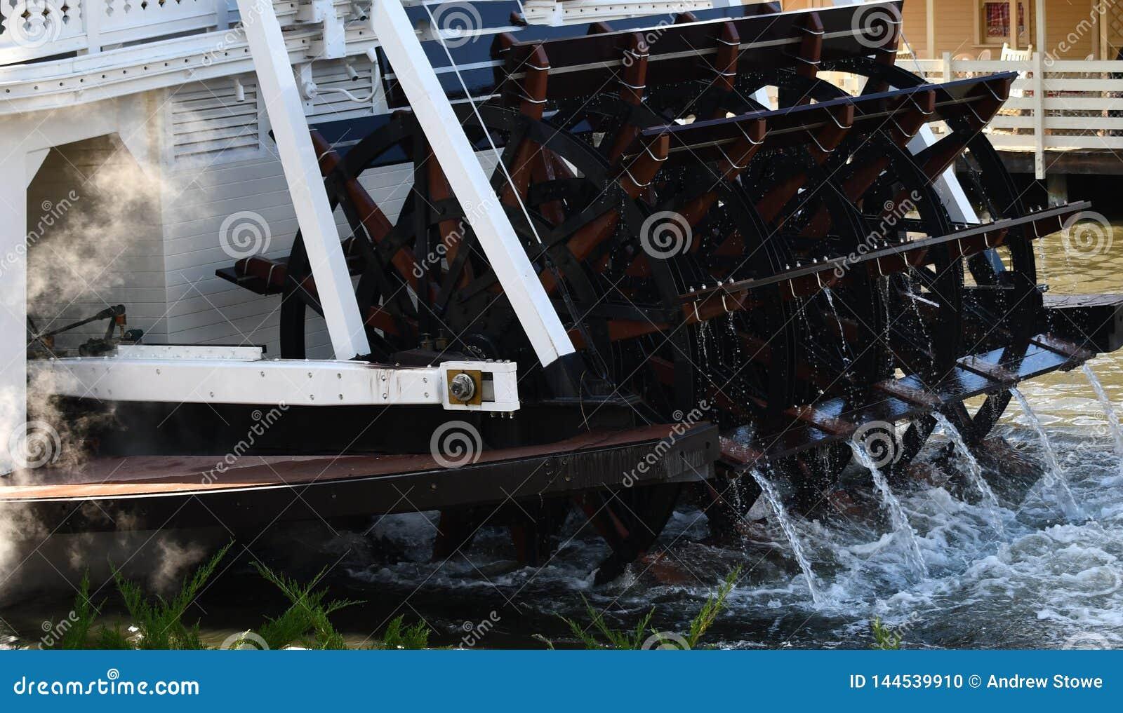 Gammal ångafartygriverwheel