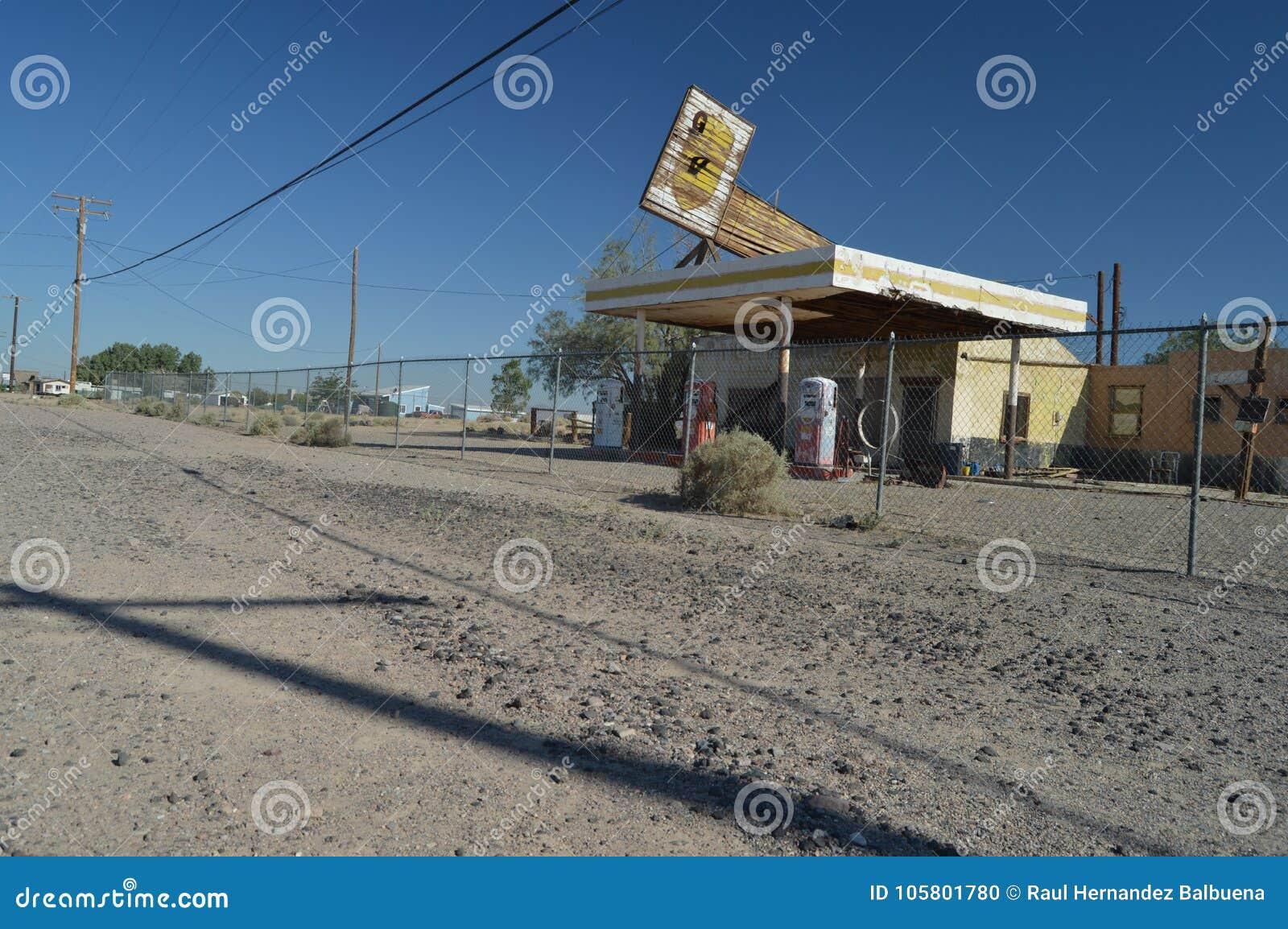 Gammal övergiven bensinstation på Route 66