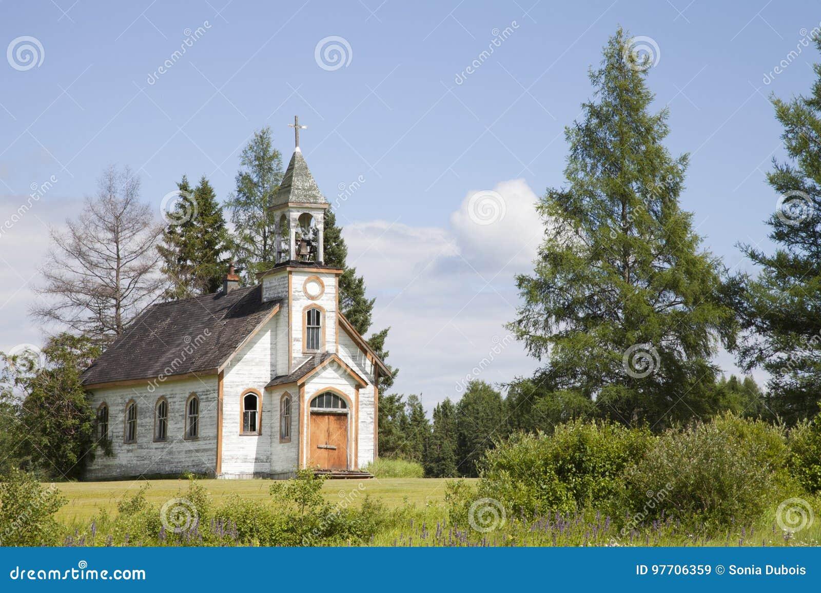 Gammal övergiven kyrka