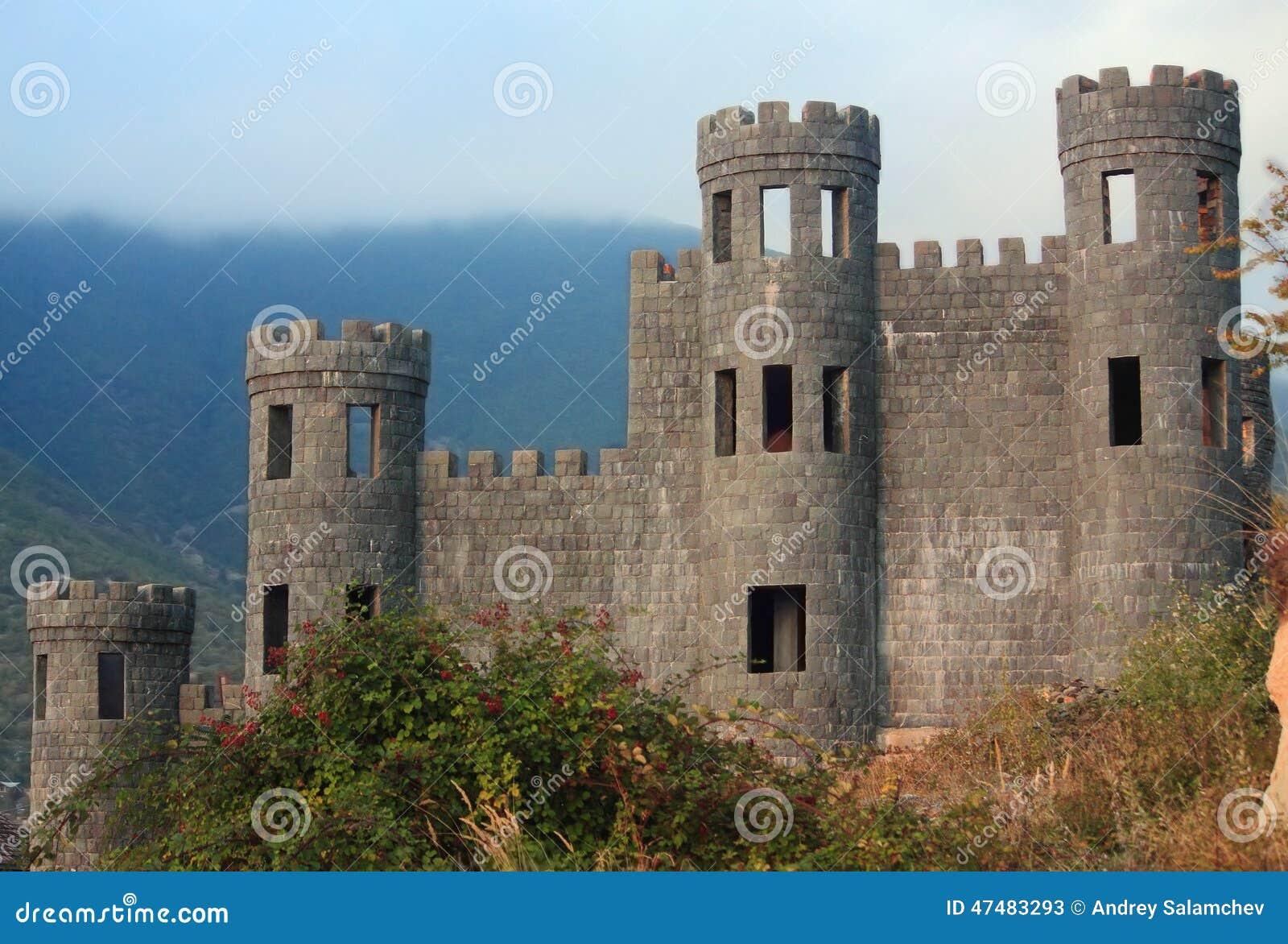 Gammal övergiven slott i Shaki