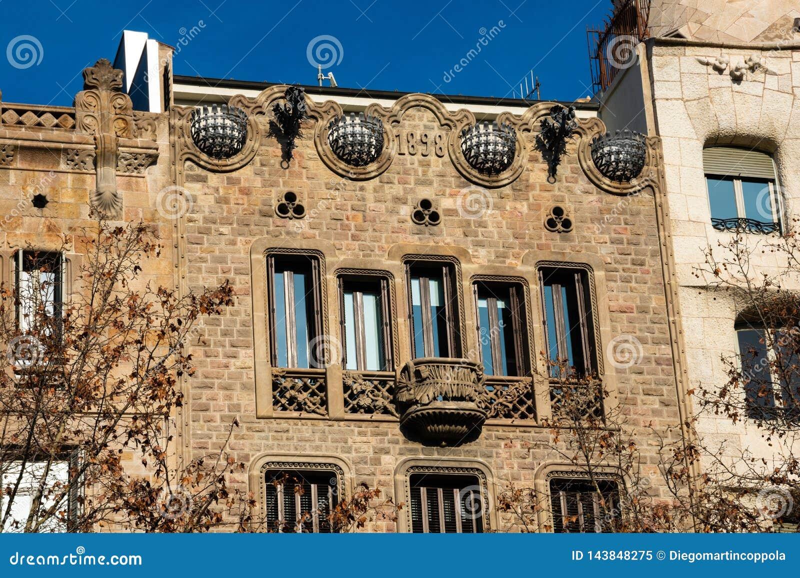 Gammal byggande fasadCasa Codina på Passeig de Gracia
