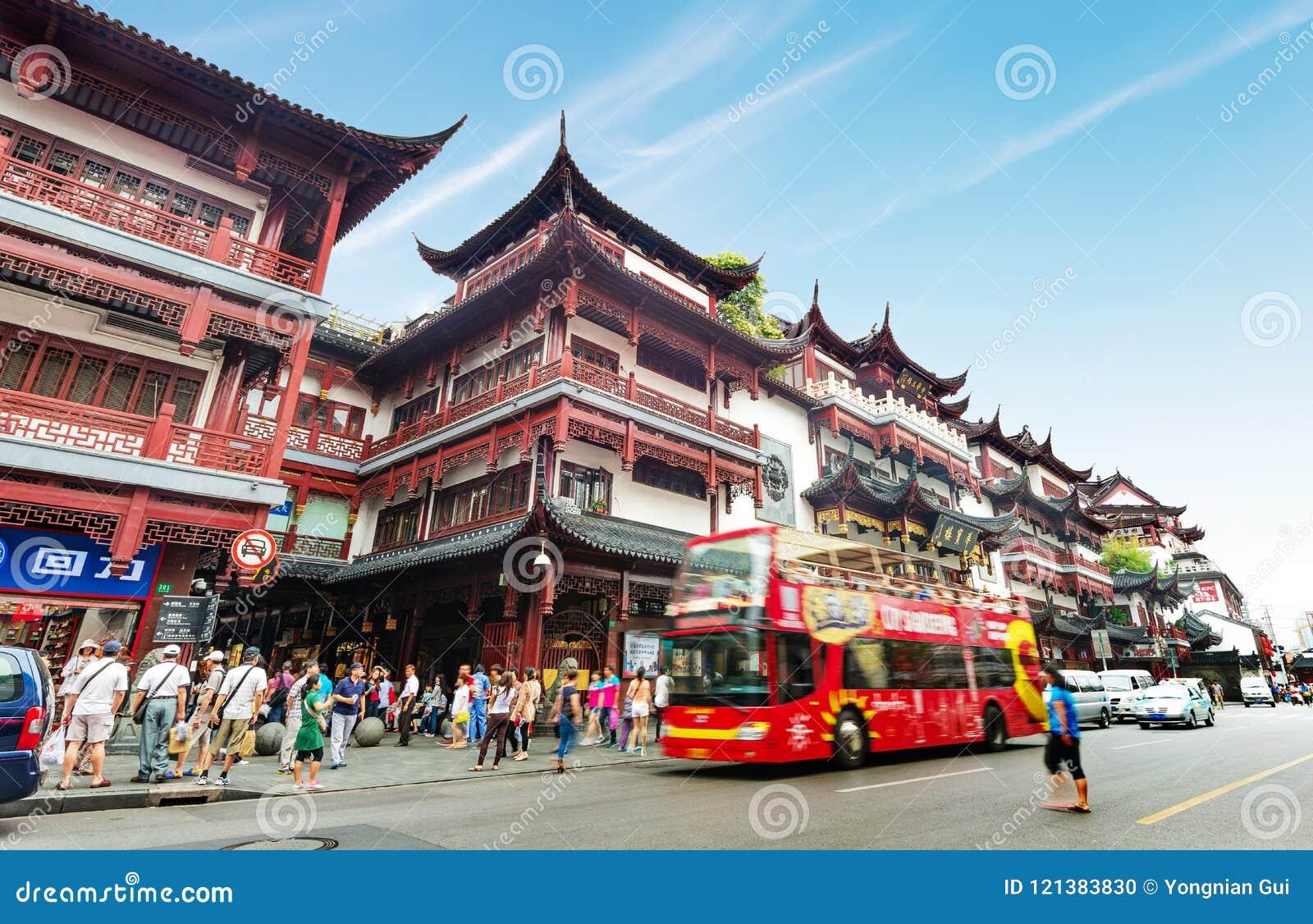 Gammal byggnad av templet för Shanghai stadsgud