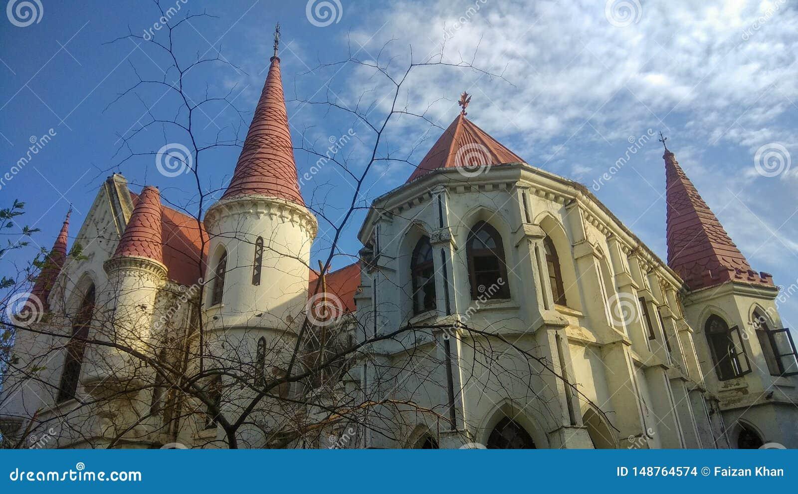 Gammal gotisk byggnad för kyrklig eller kolonial era i Indore