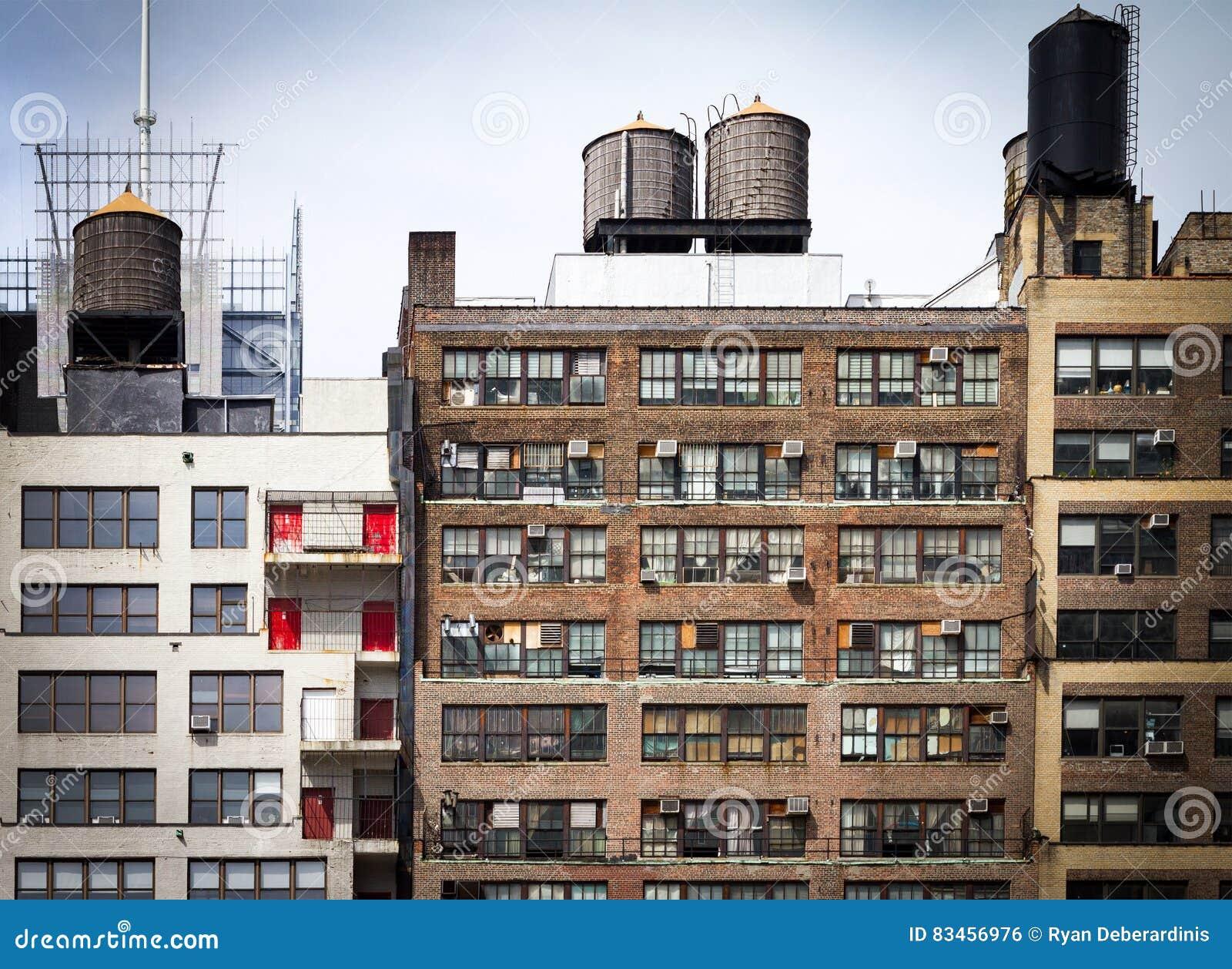 Gammal hyreshusbakgrund i New York City
