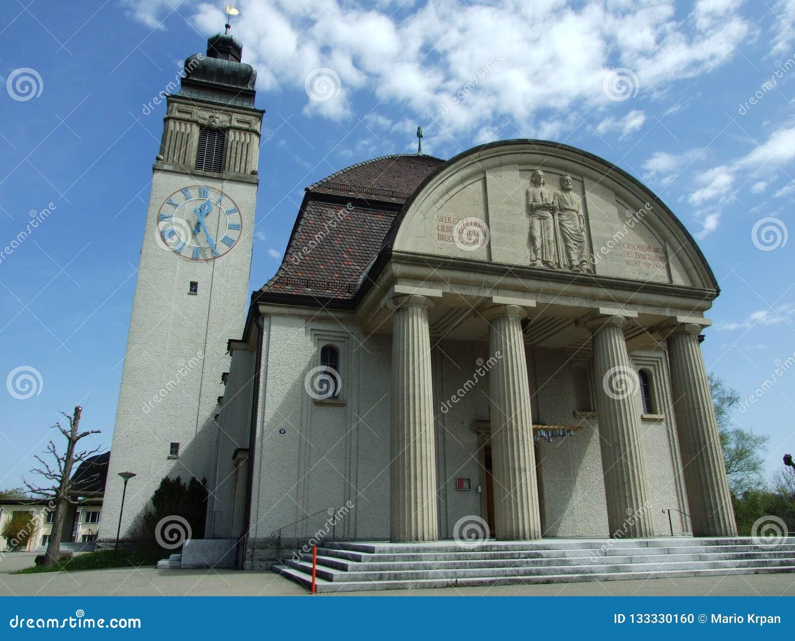 Gammal kristen kyrka i stad