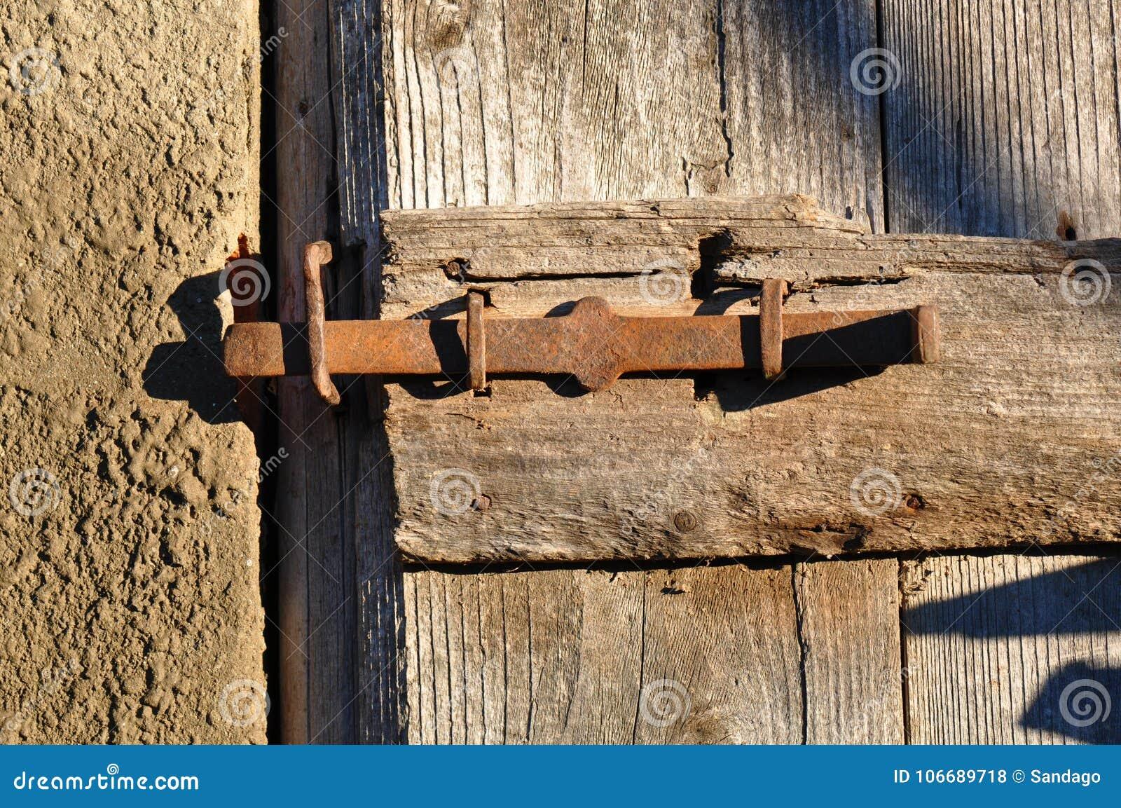 Gammal metall låser