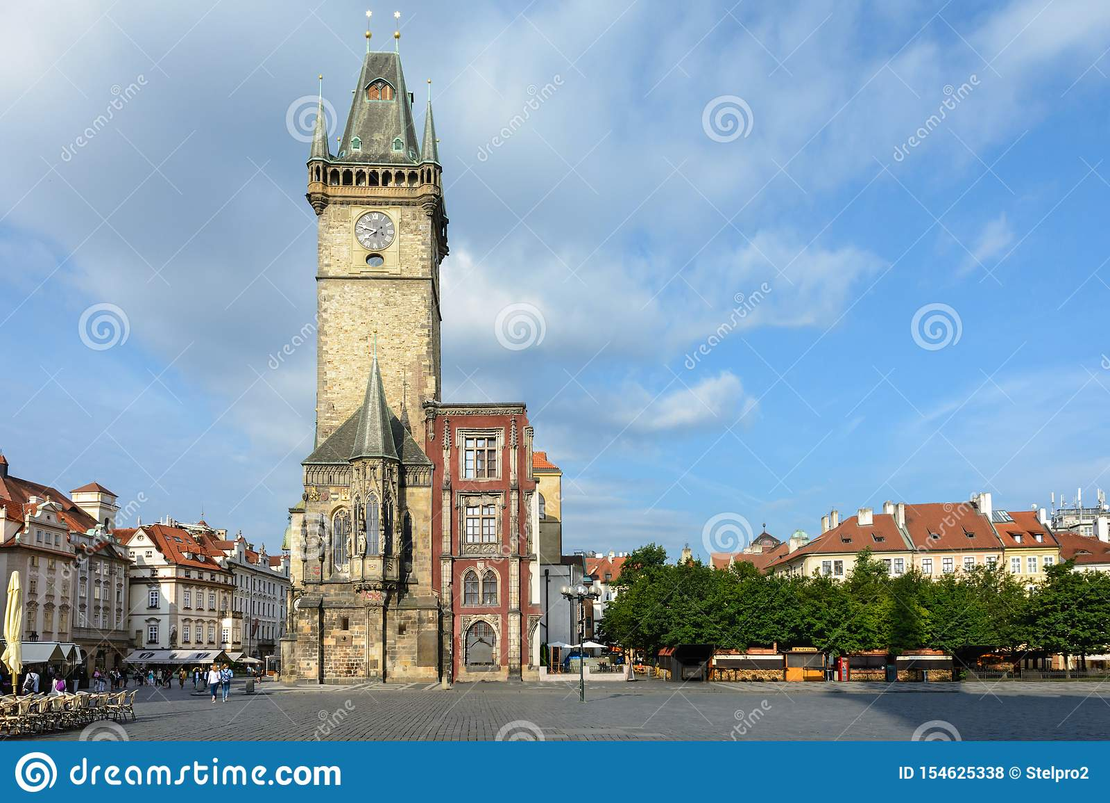 Gammal prague f?r korridor town Symbolet av staden Komplexet består av flera hus som är närgränsande till den gamla stadfyrkanten