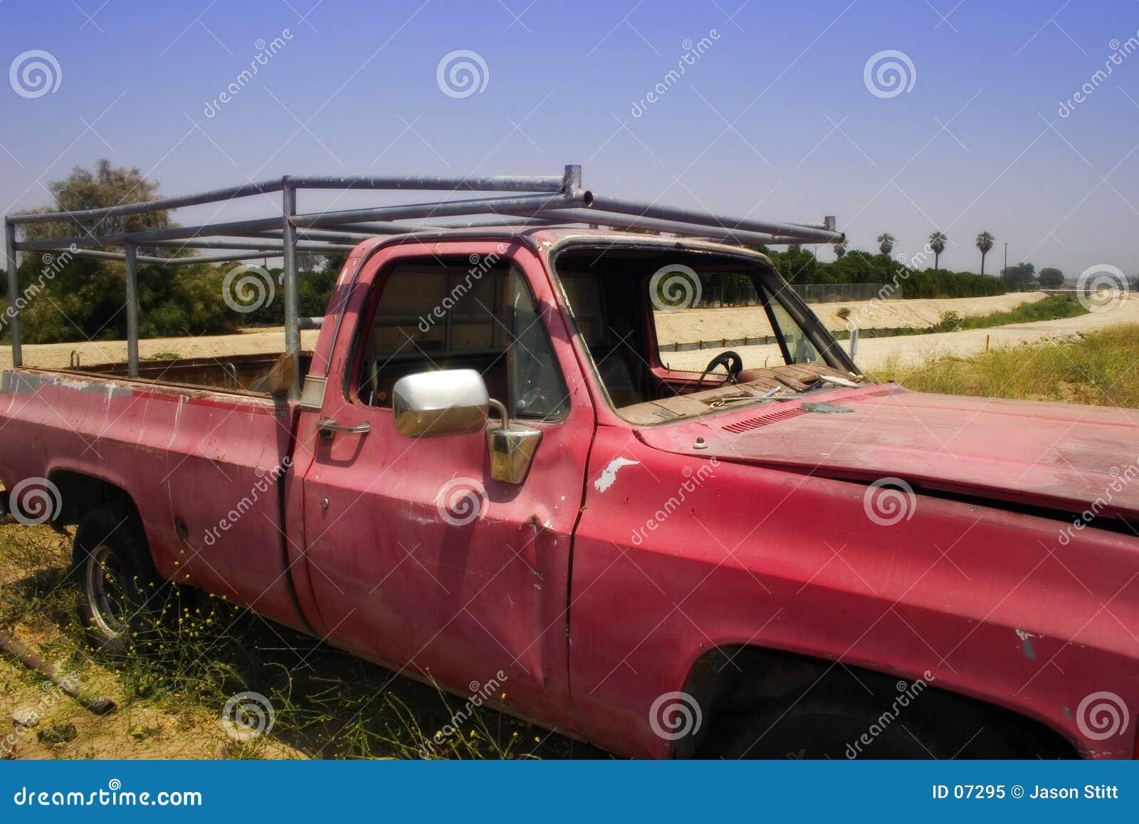 Gammal röd lastbil
