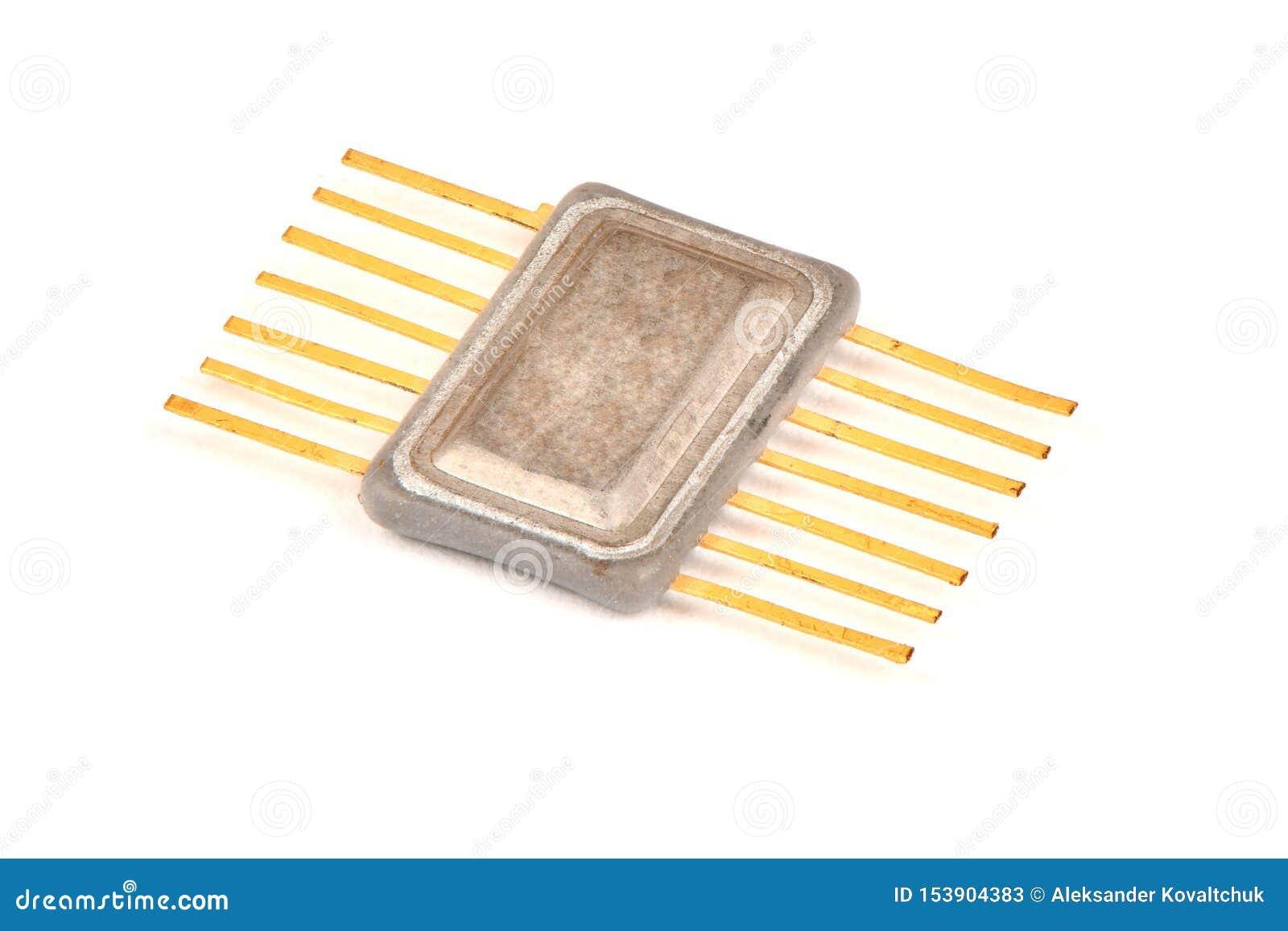 Gammal radio en del, en inbyggd chip i metallfallet med kontakterna som täckas med guld