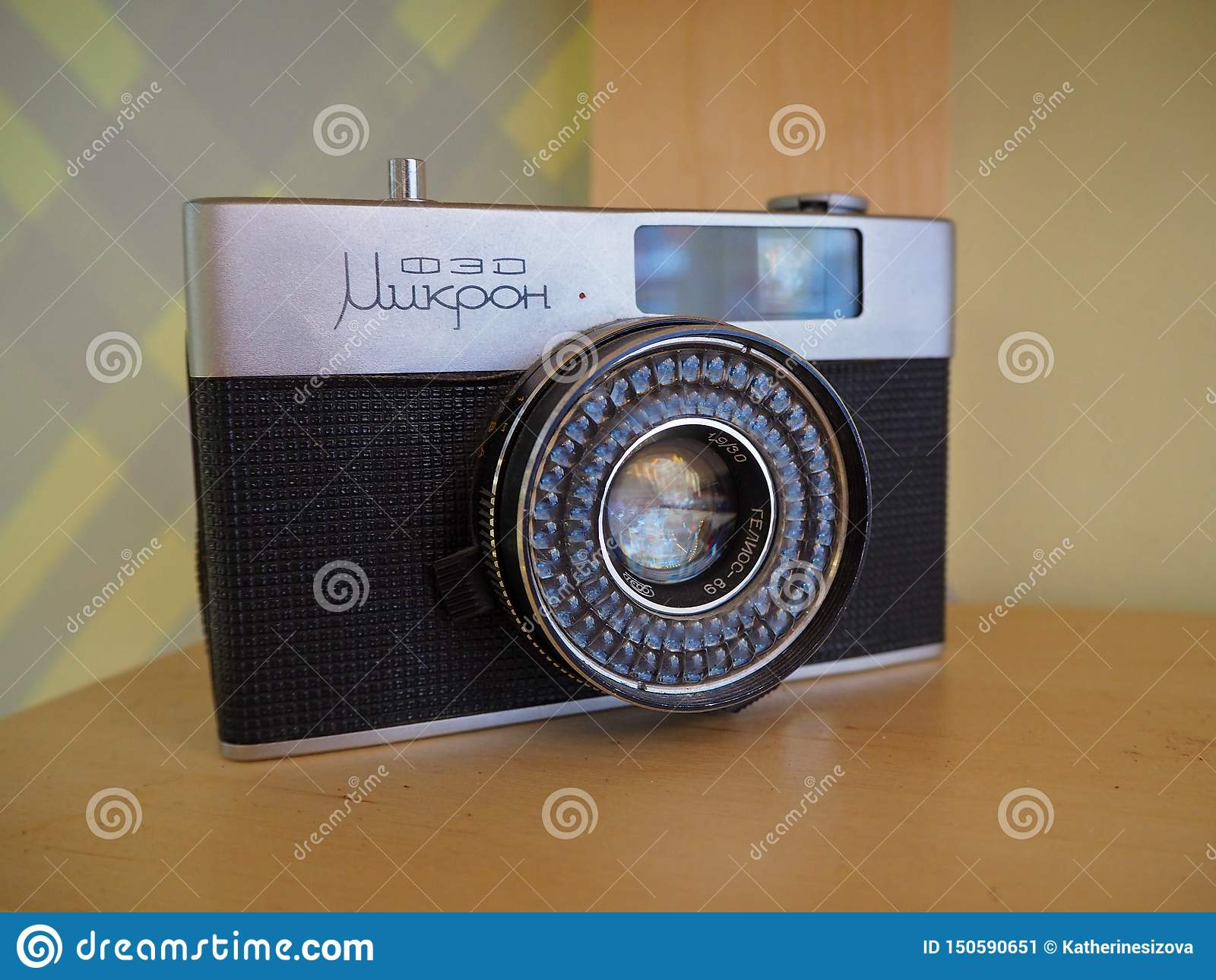 Gammal sällsynt sovjetisk Fed-mikrohalva-format kamera