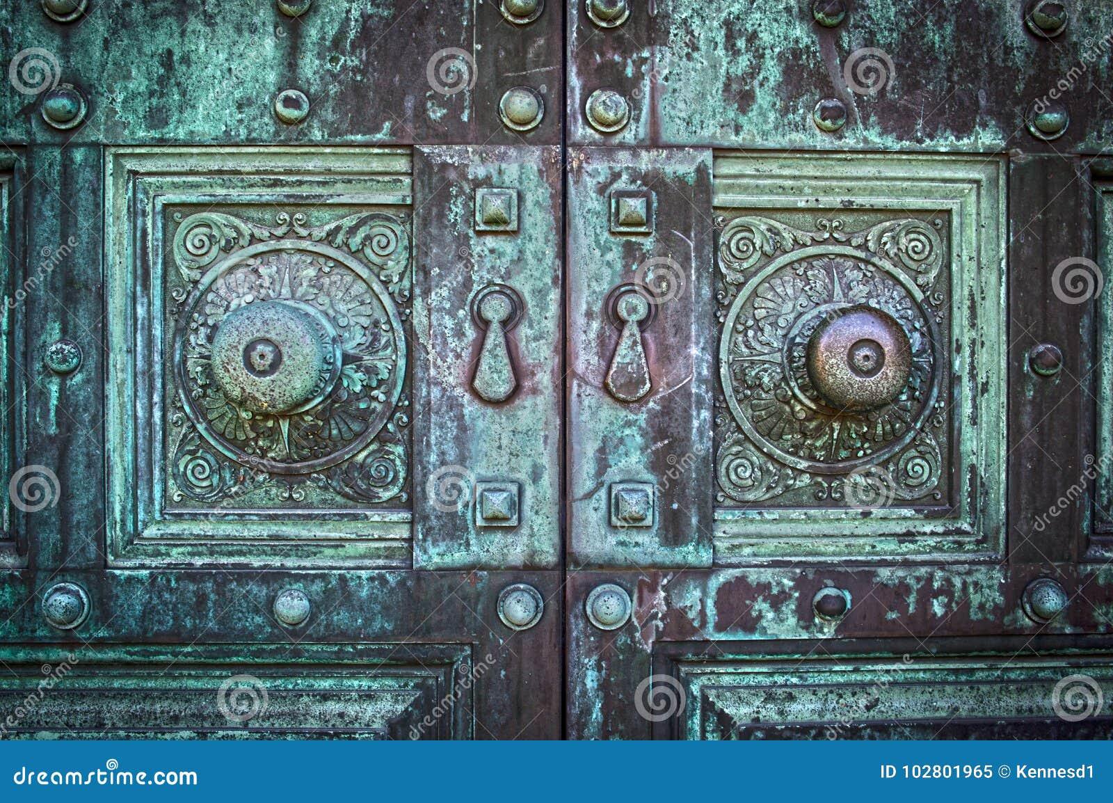 Gammal spöklik dörr