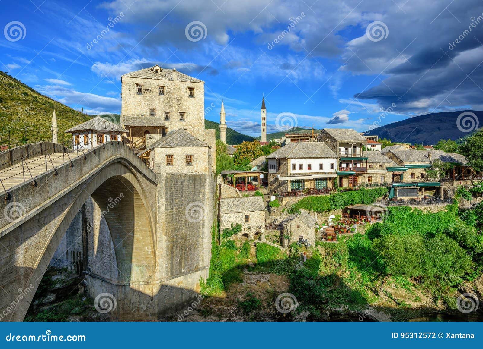 Gammal stad och bro i Mostar, Bosnien och Hercegovina