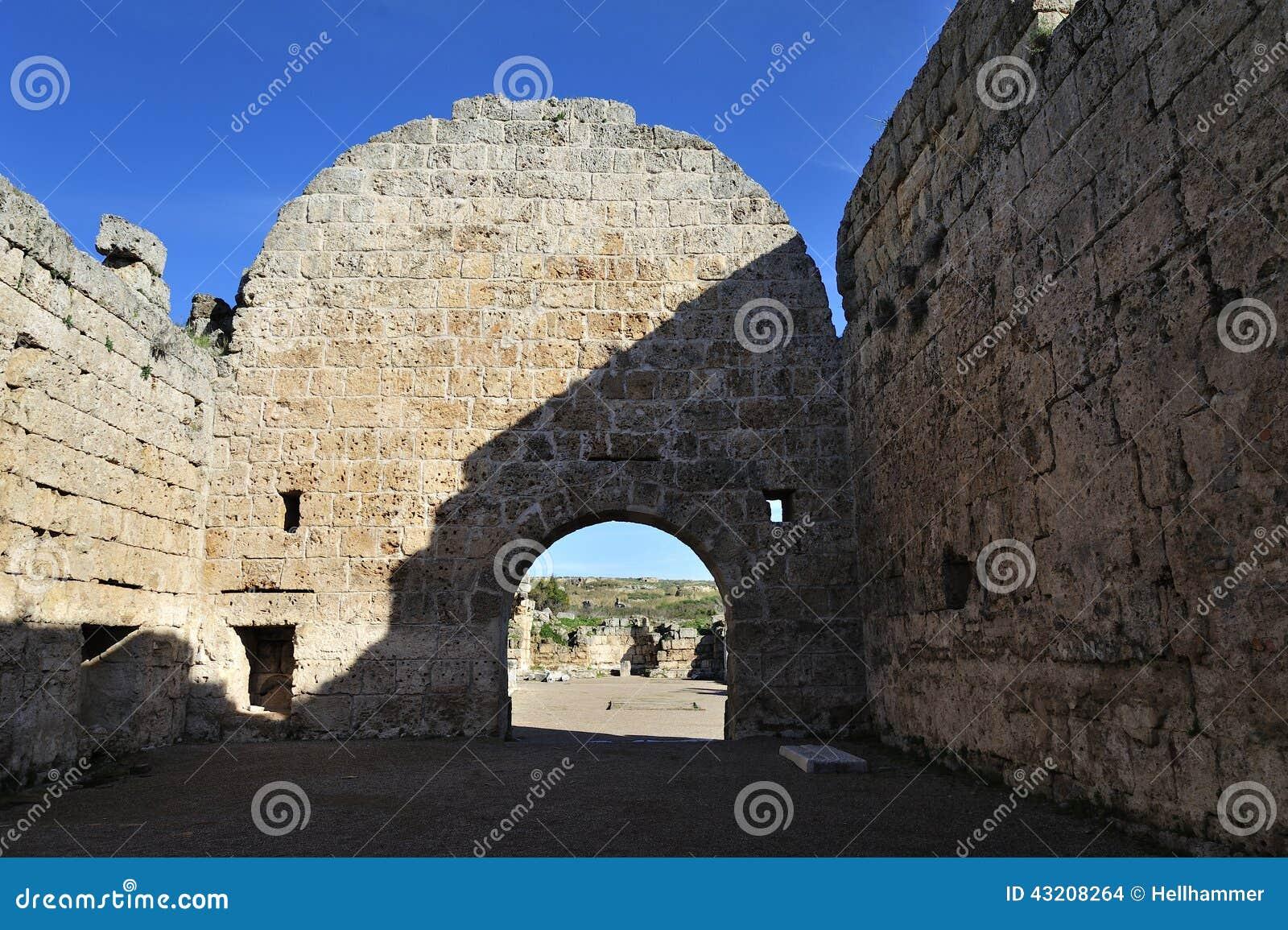 Download Gammal stad Perga, Turkiet arkivfoto. Bild av landskap - 43208264