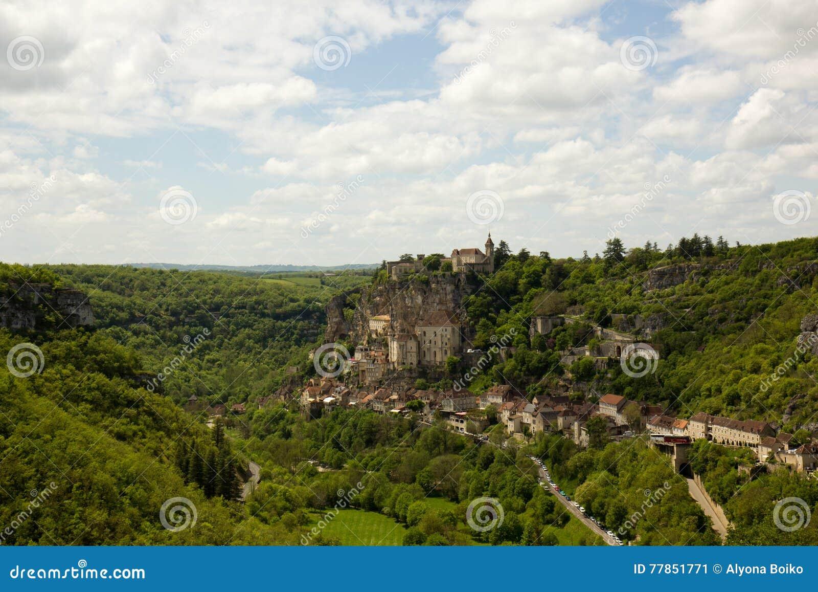 Gammal stad Rocamadour på en brant backe, Rocomadour, Frankrike