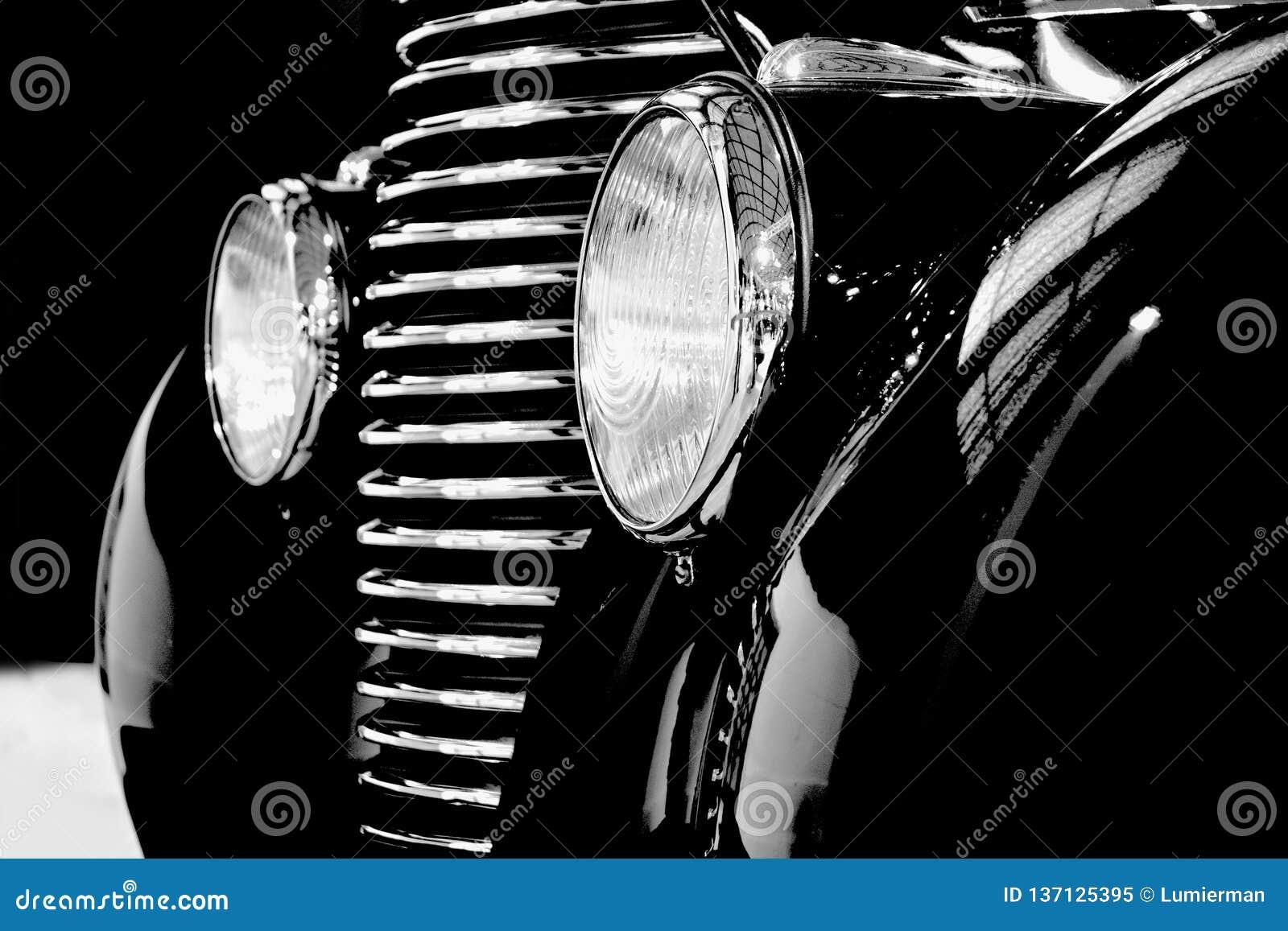 Gammal svart toppen bil från historia