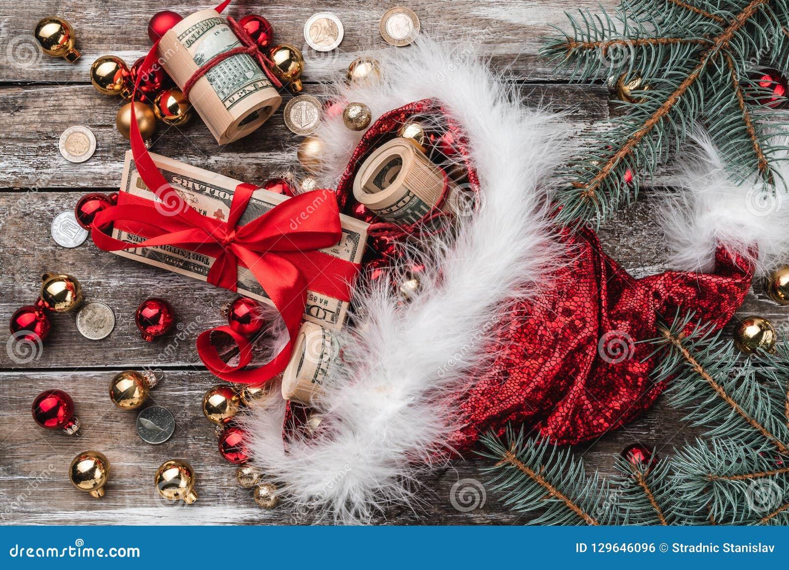 Gammal träjul bakgrund, Santa Claus, struntsaker och pengarmynt och Xmas-objekt Top beskådar