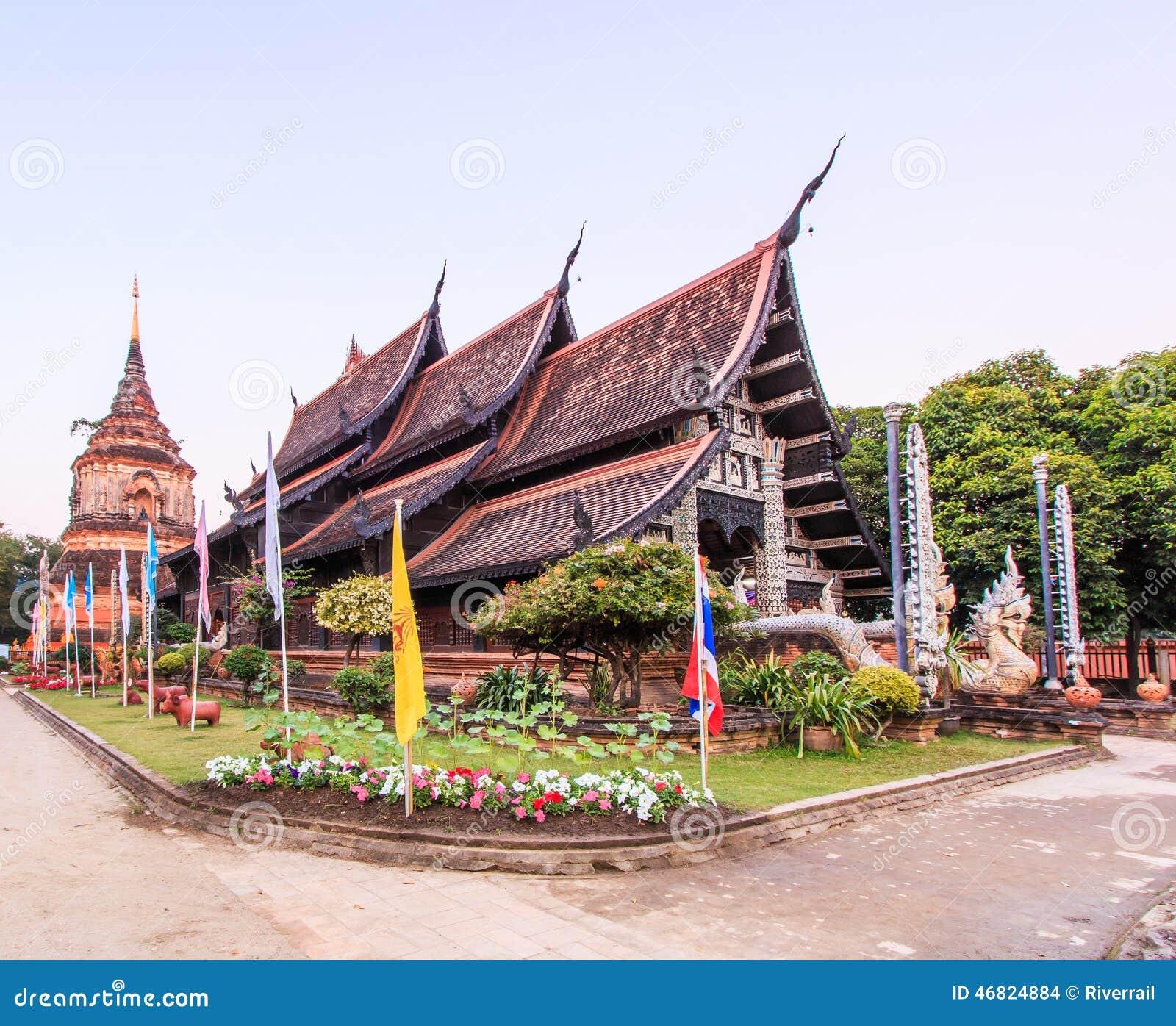 Gammal träkyrka på Wat Lok Molee