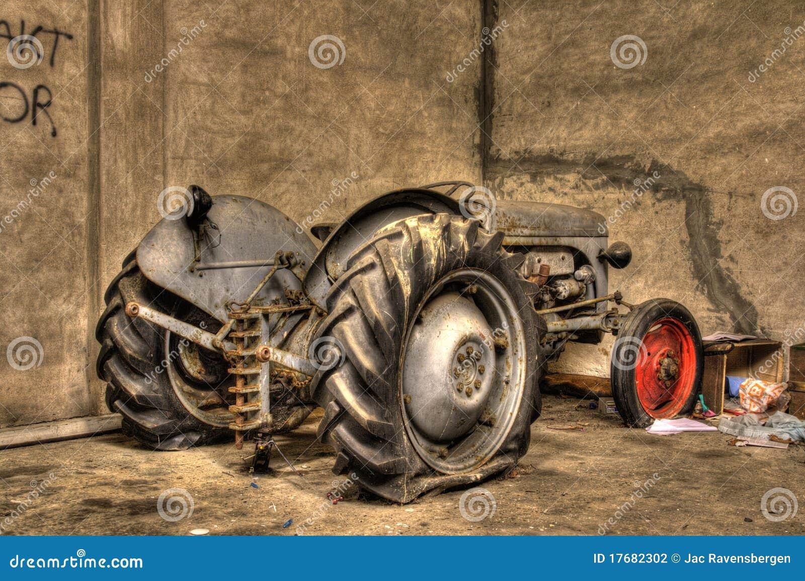 Gammal traktor för hdr