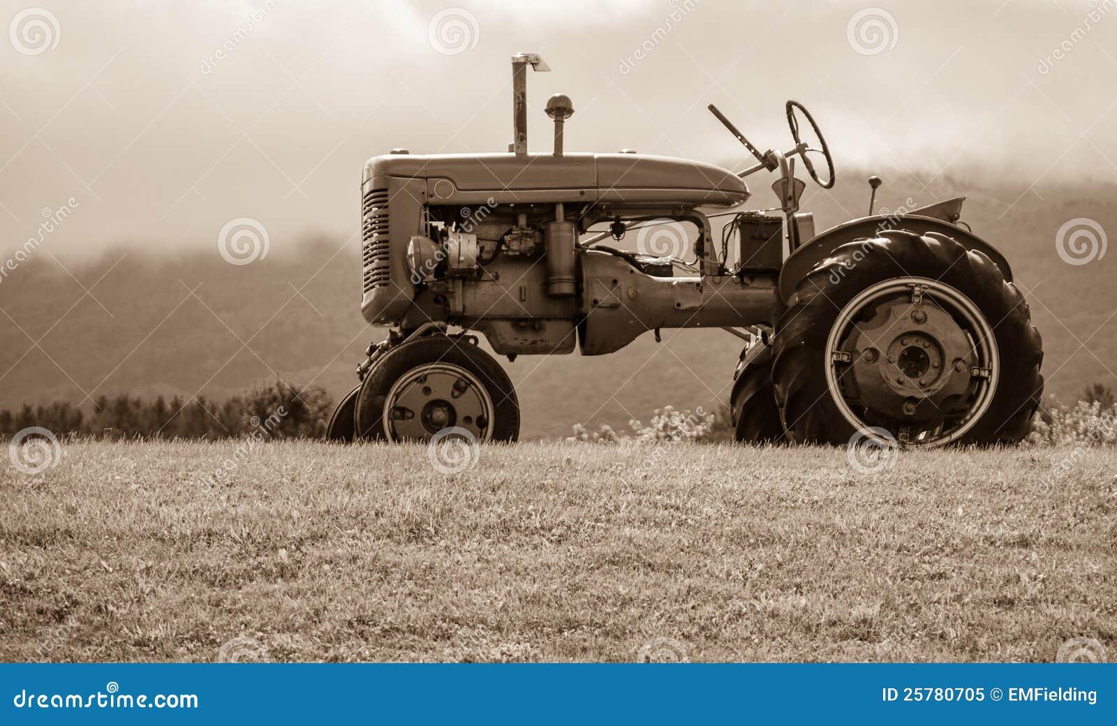 Gammal traktor på kullSepiasignalen