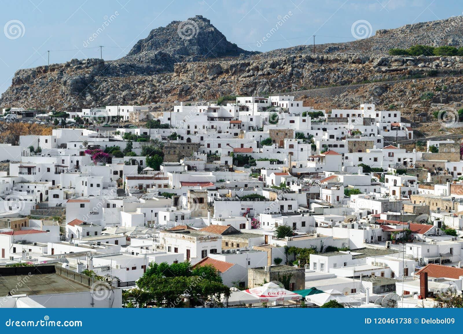 Gammal vit stad av den Lindos sikten