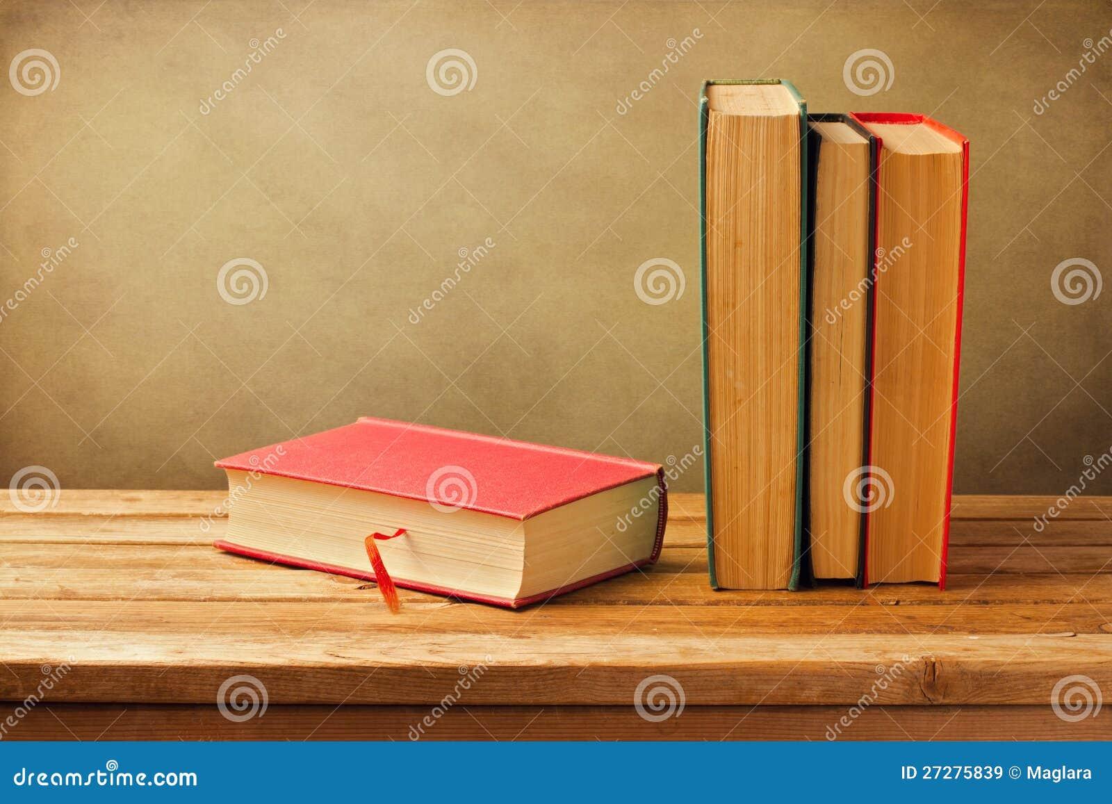 Gammala böcker för tappning