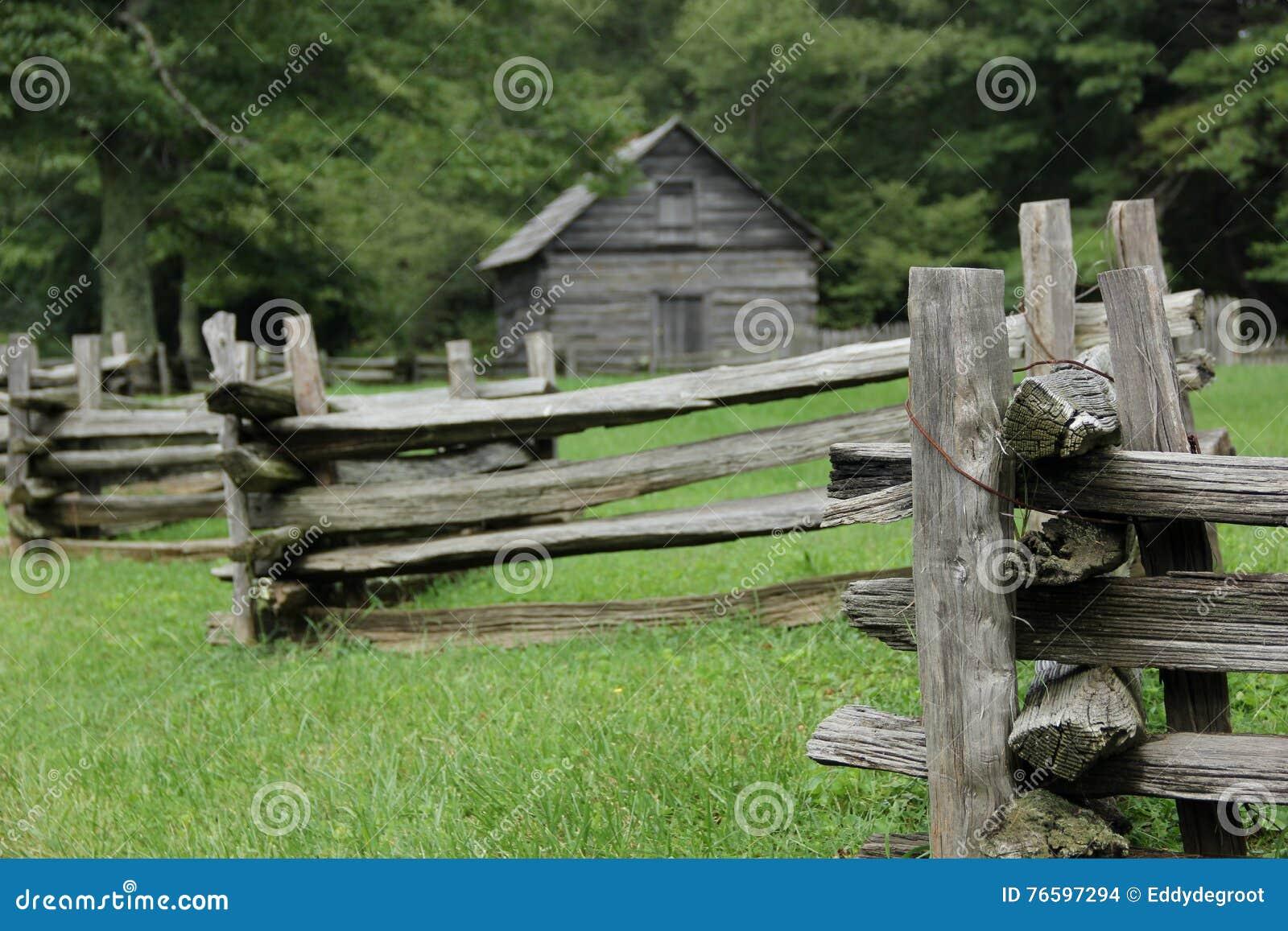 Gammalmodigt staket