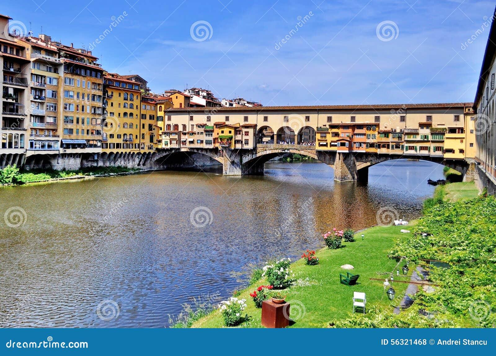 Gammalt överbrygga i Florence