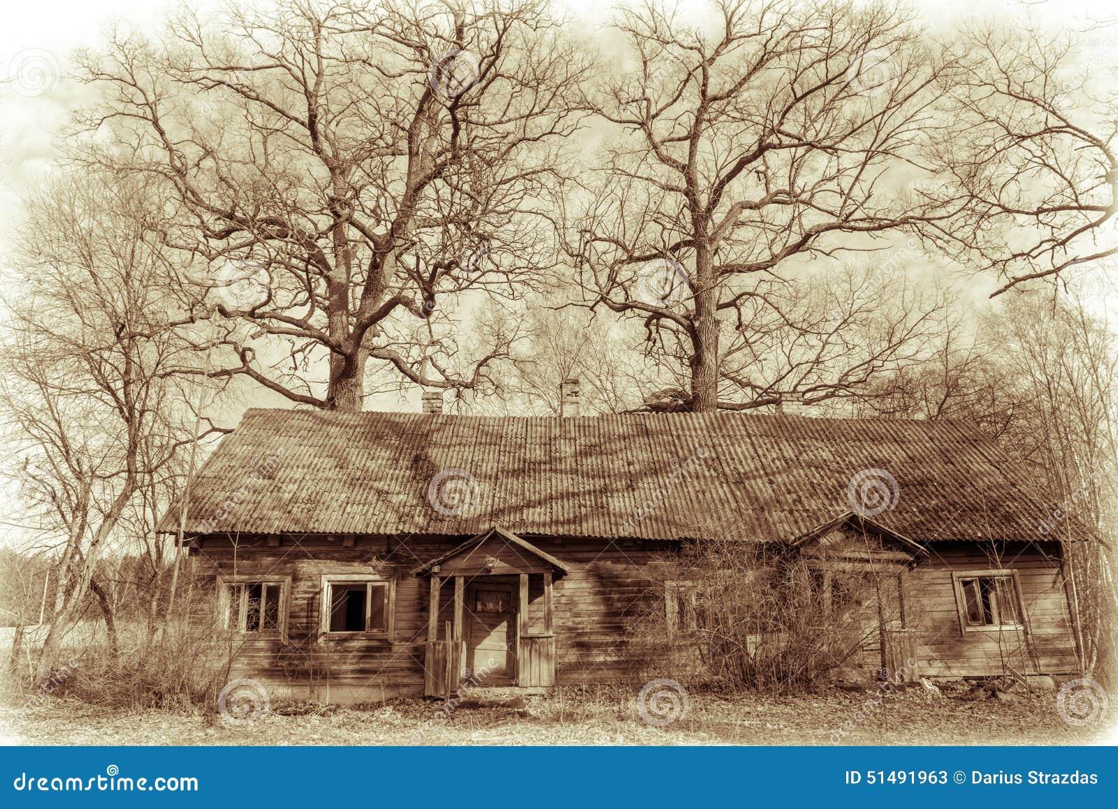 Gammalt övergivet hus