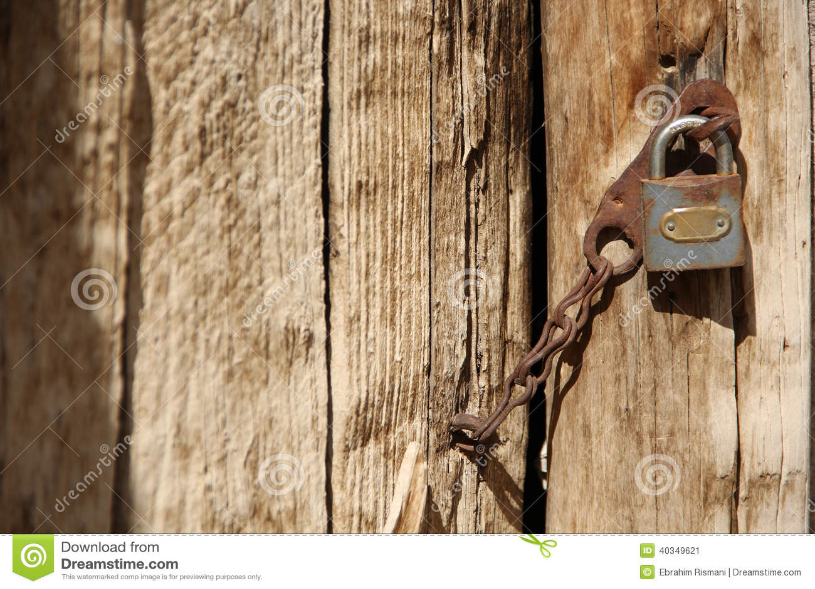 Gammalt dörr och lås