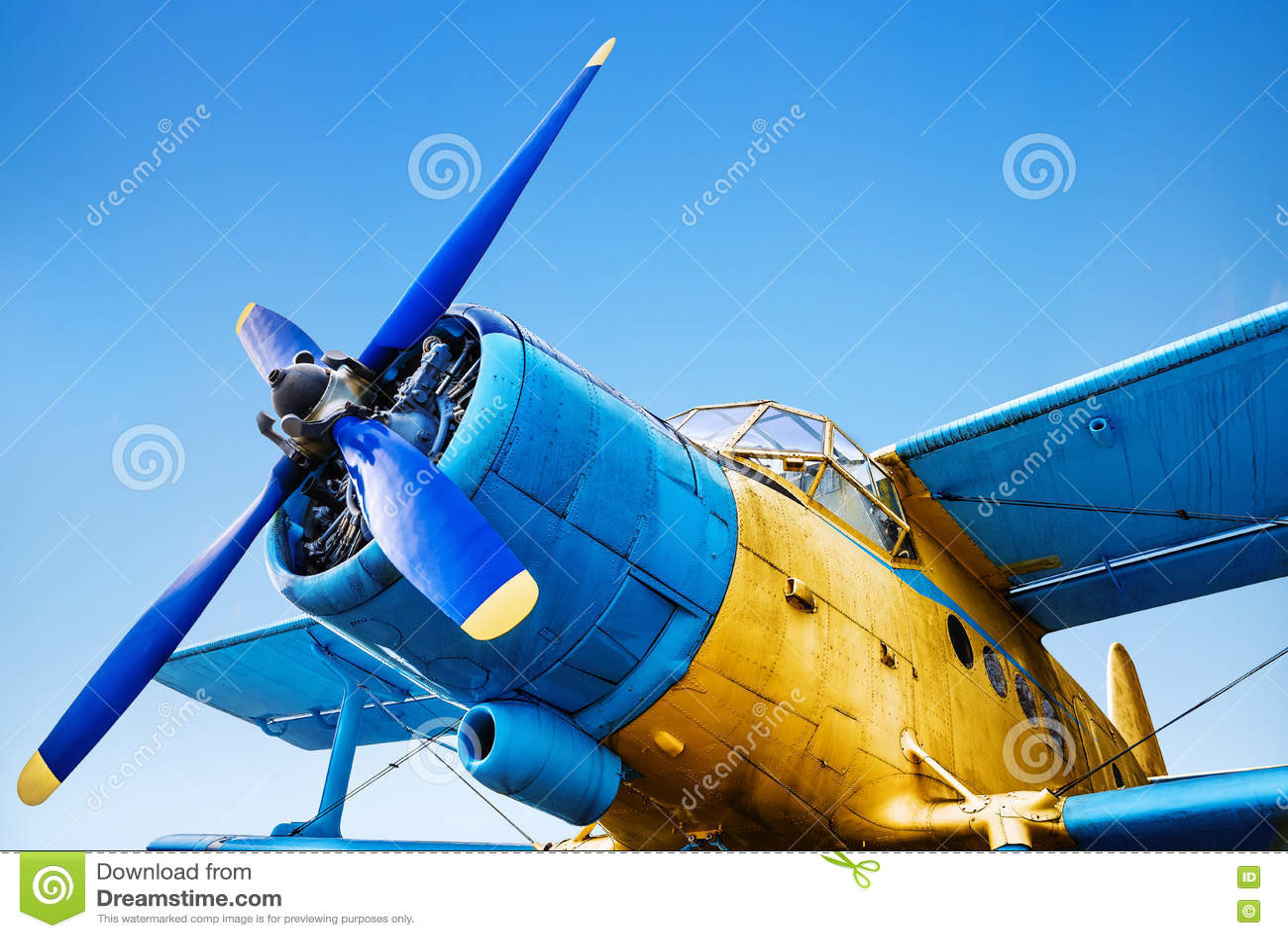Gammalt flygplan